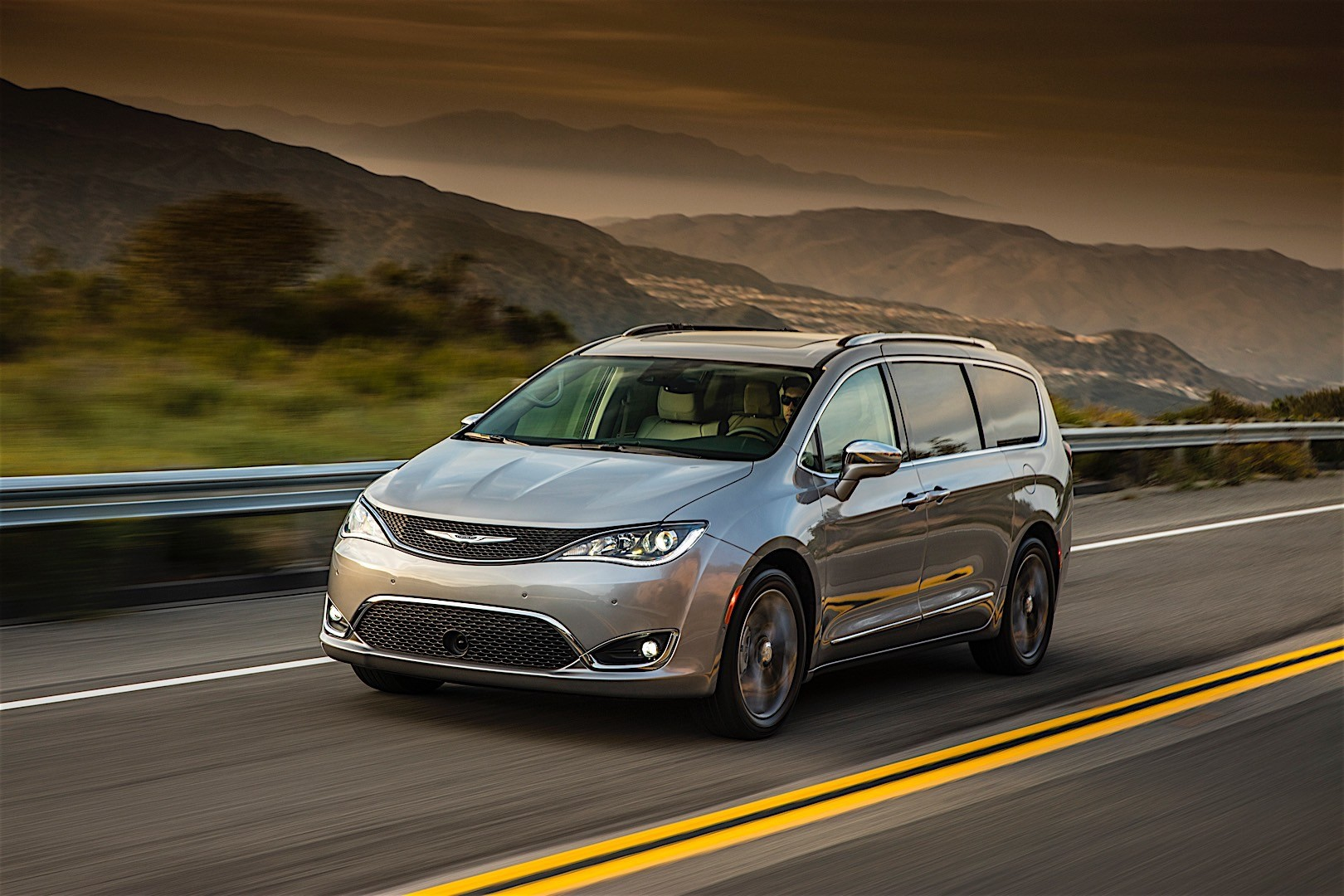 chrysler pacifica specs 2016 2017 2018 autoevolution. Black Bedroom Furniture Sets. Home Design Ideas