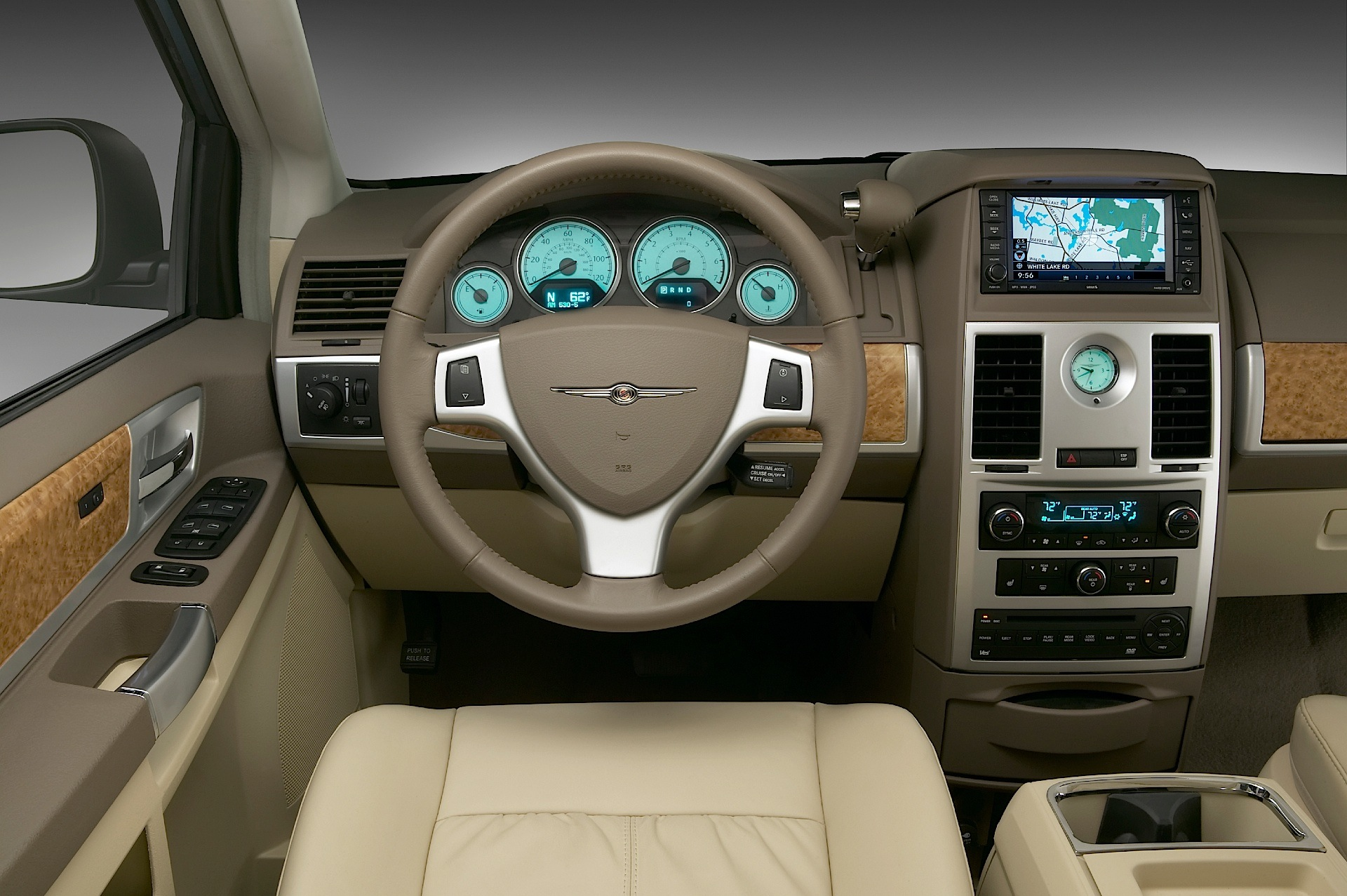 2007 chrysler town and country interior dimensions