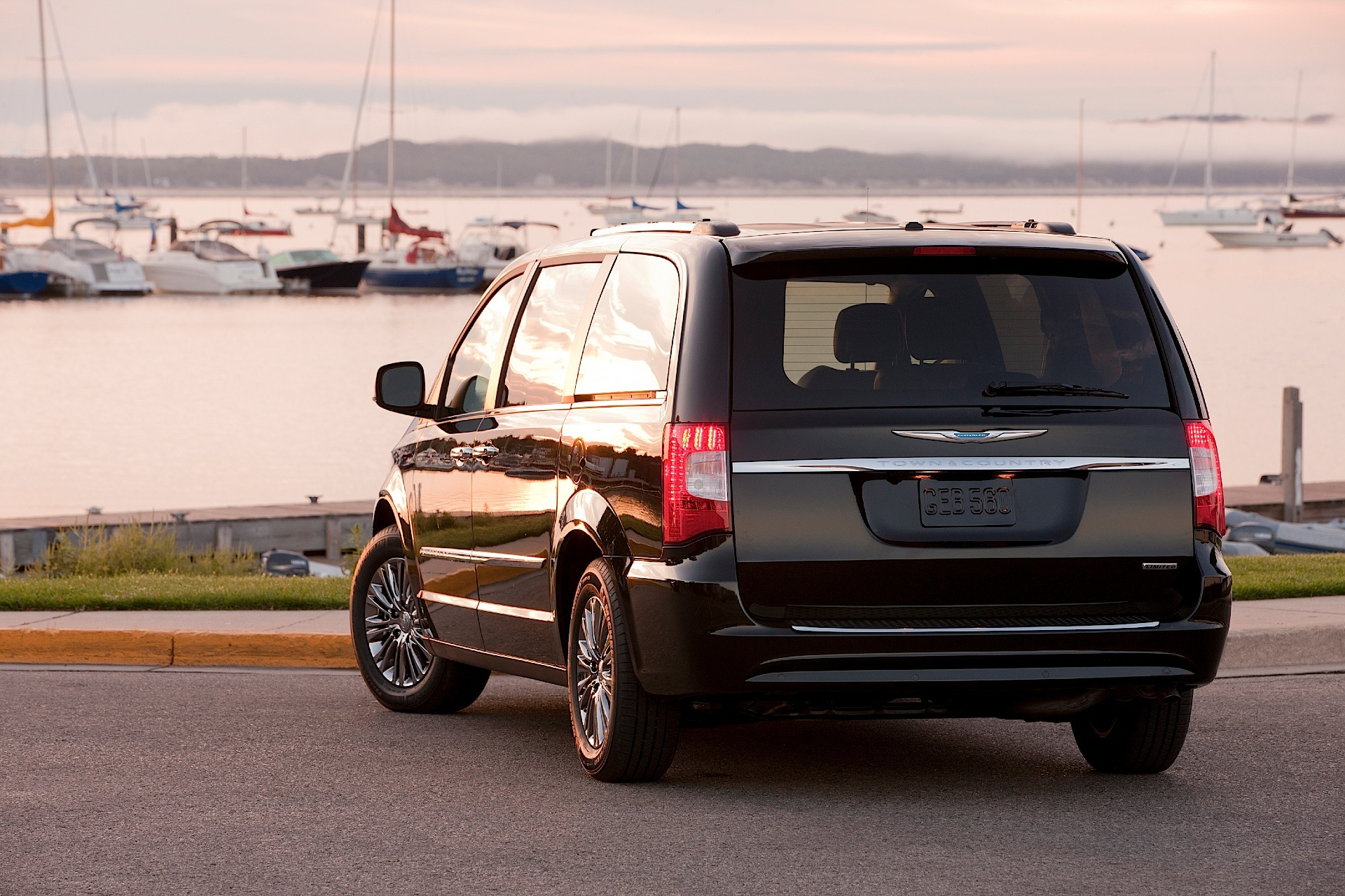 2008 chrysler town & country specs