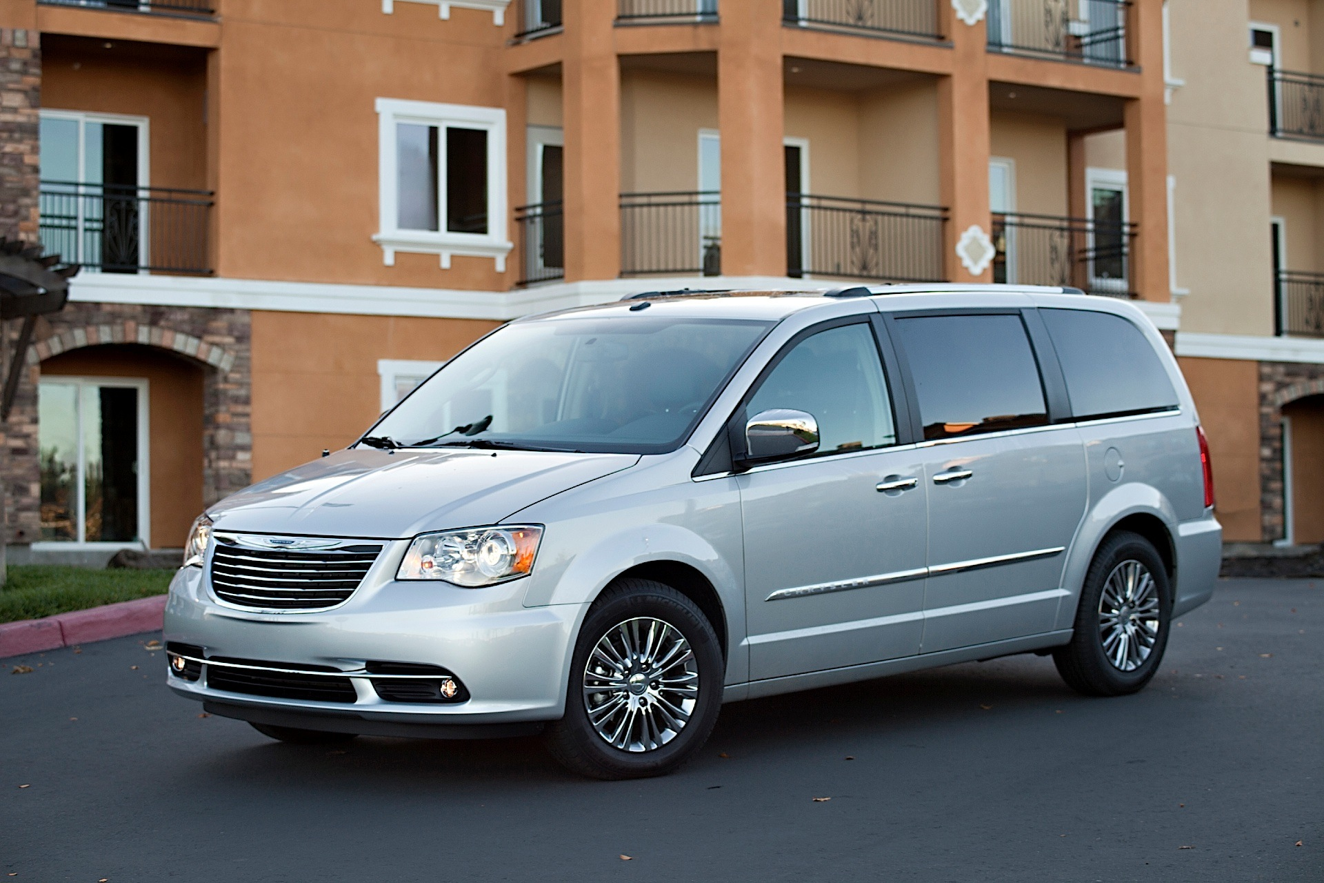 CHRYSLER Town & Country specs - 2007, 2008, 2009, 2010, 2011, 2012, 2013, 2014, 2015, 2016 ...