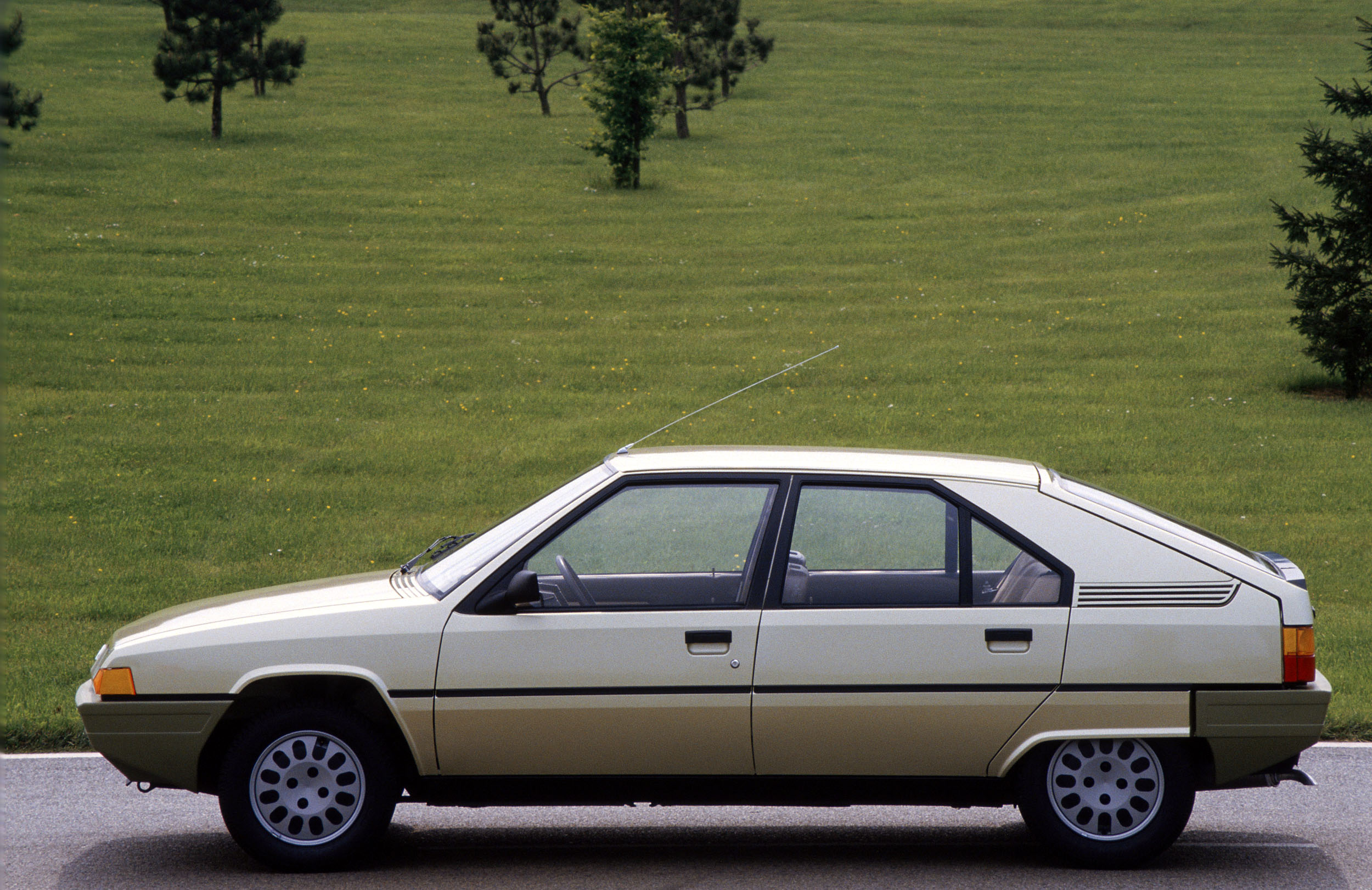 Citroen Bx 1983 1984 1985 1986 Autoevolution HD Wallpapers Download free images and photos [musssic.tk]