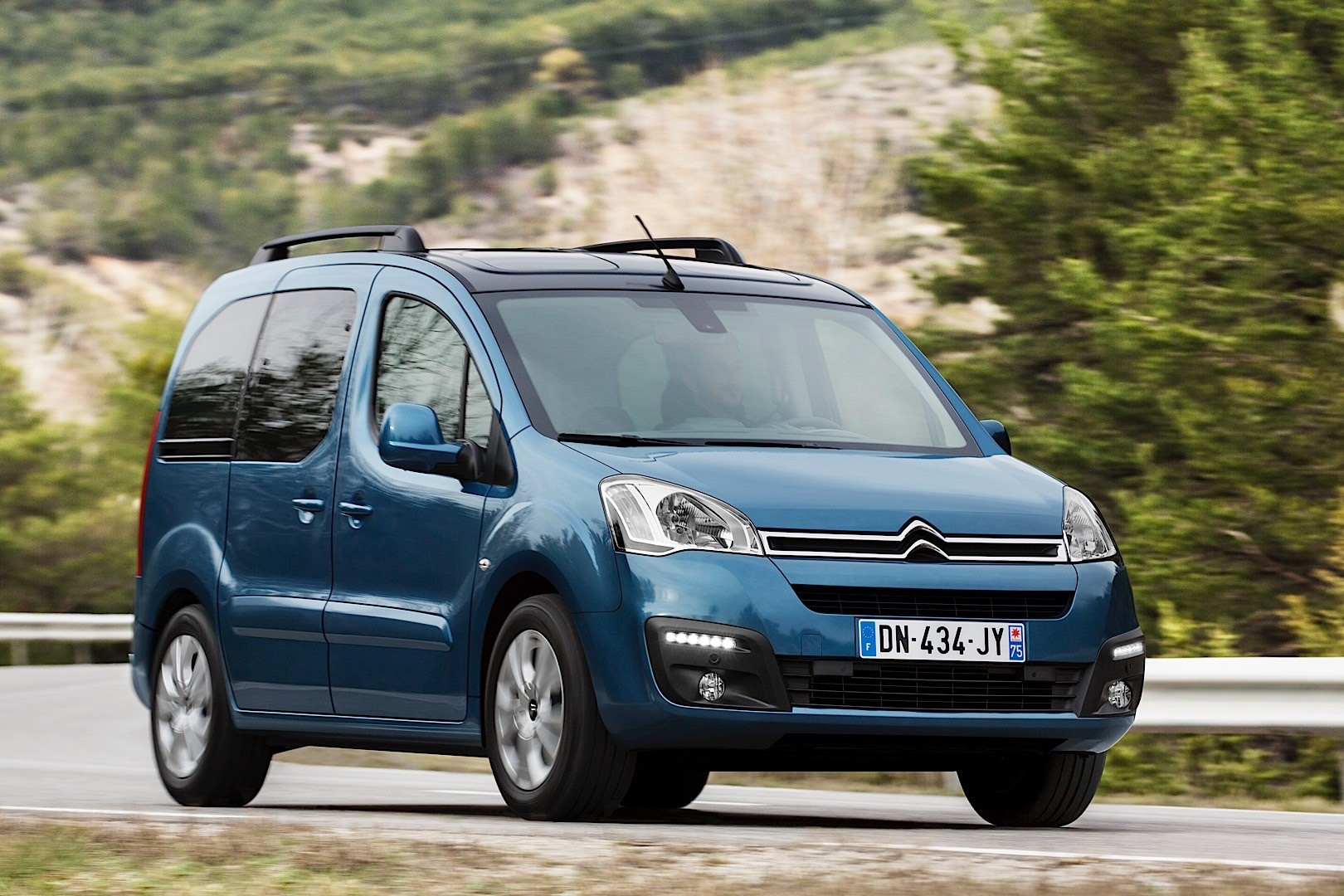 citroen berlingo specs 2012 2013 2014 2015 autoevolution. Black Bedroom Furniture Sets. Home Design Ideas