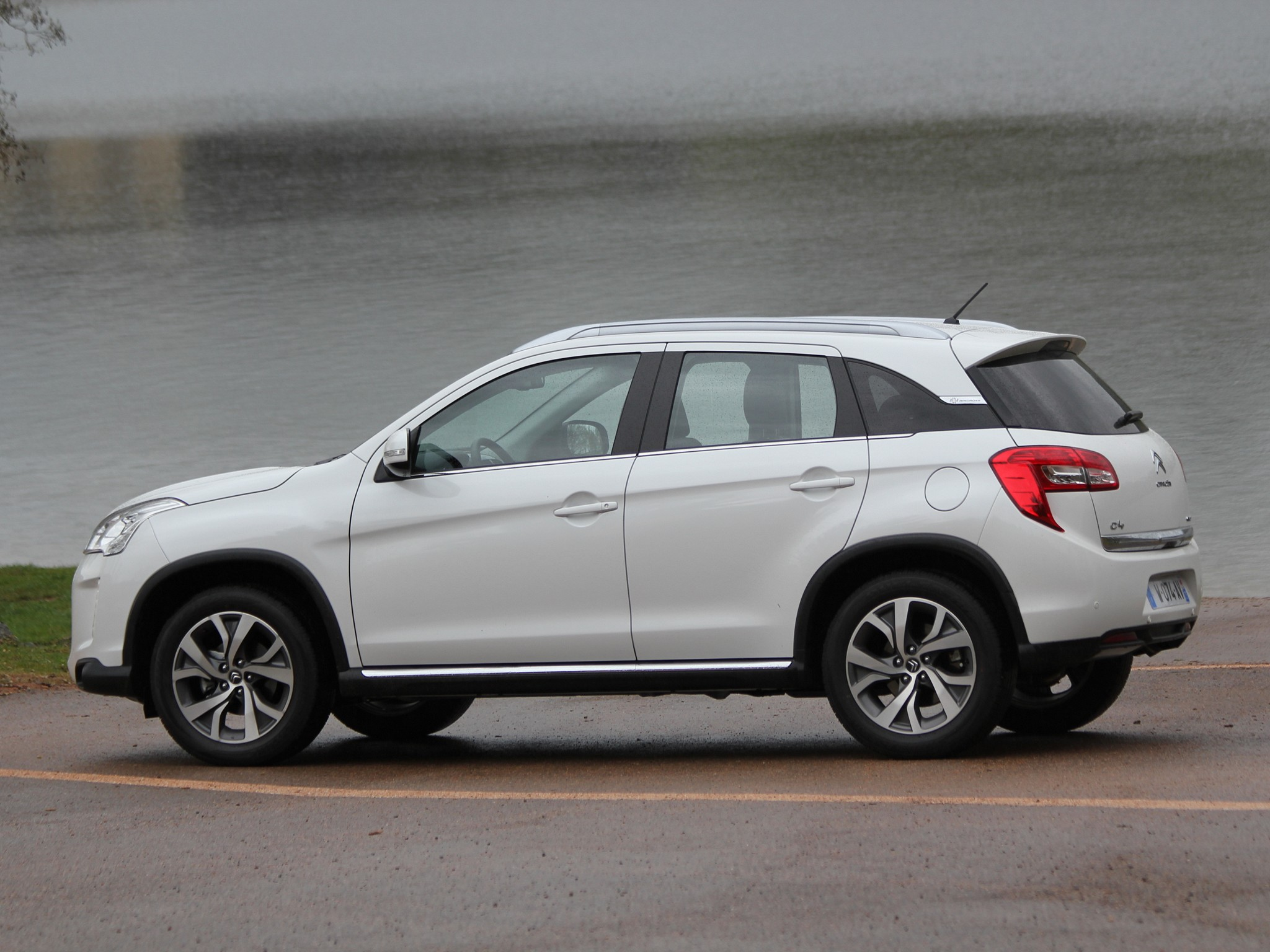 Citroen C4 Aircross Photos - Image 8
