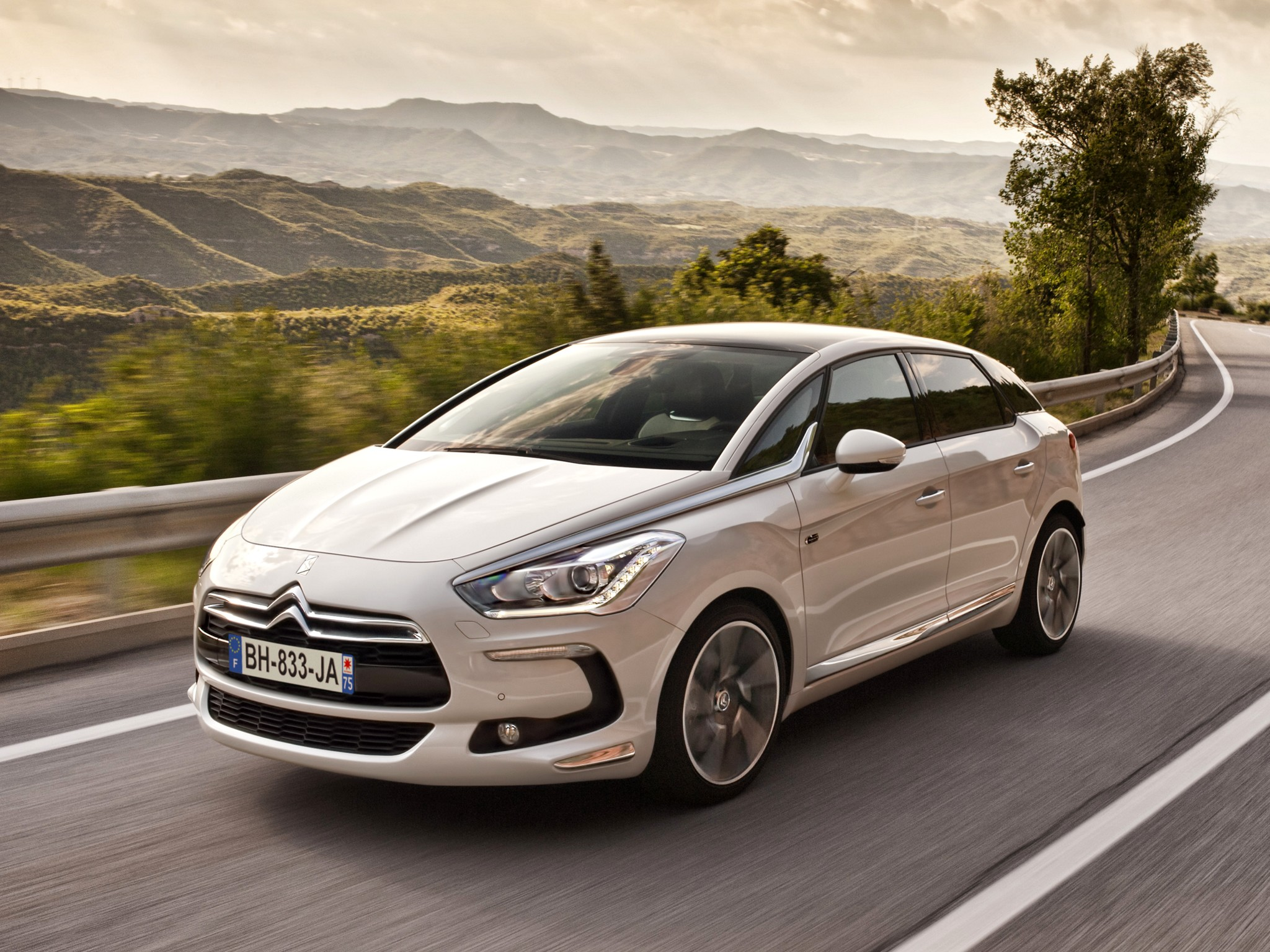 citroen ds5 specs 2011 2012 2013 2014 2015 2016 2017 2018 autoevolution. Black Bedroom Furniture Sets. Home Design Ideas