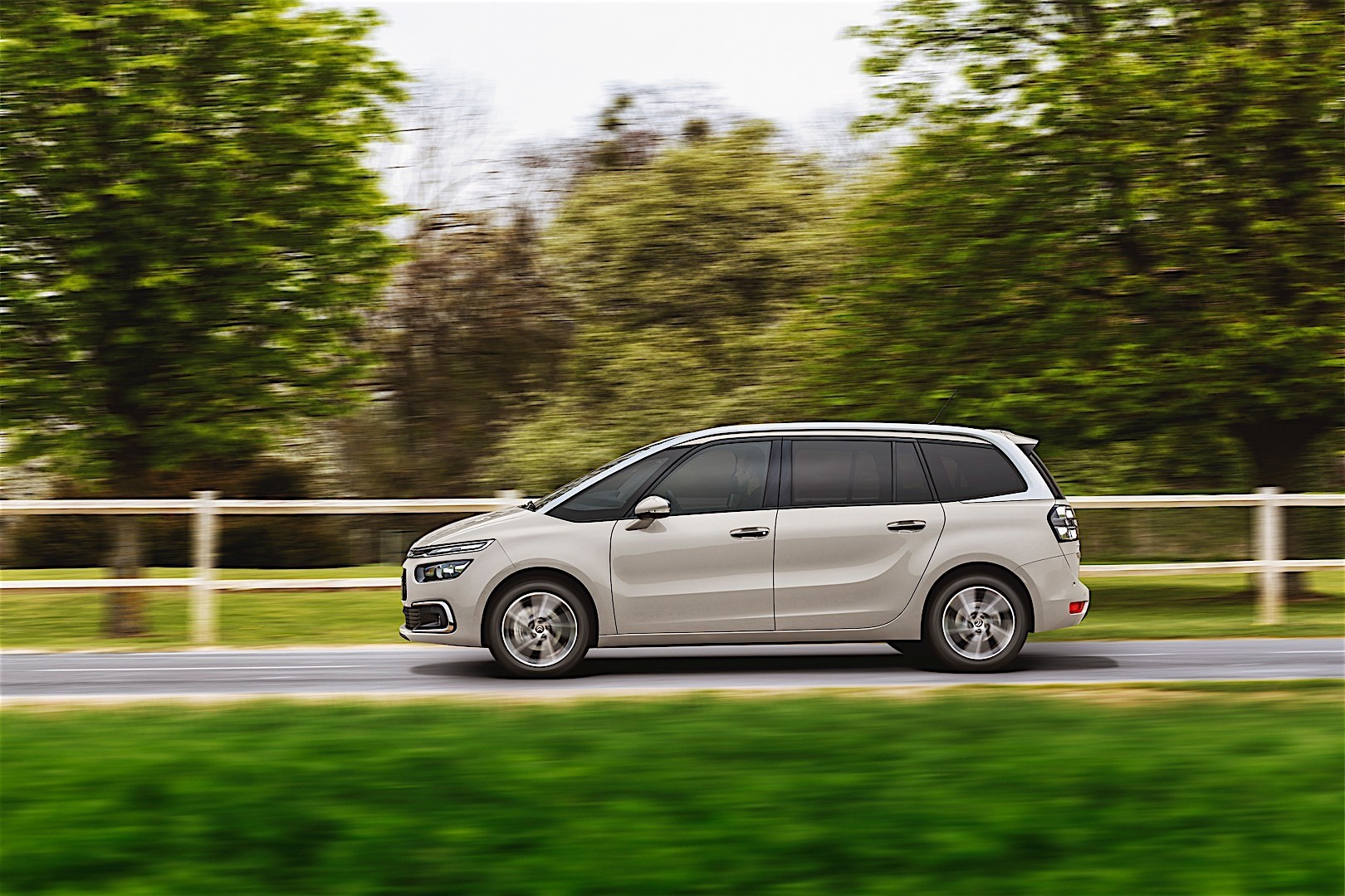 citroen grand c4 picasso 2016 autoevolution. Black Bedroom Furniture Sets. Home Design Ideas