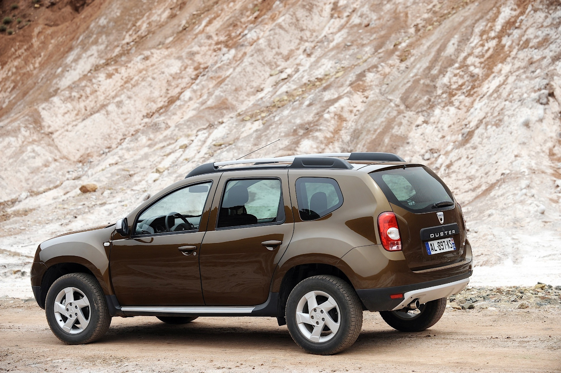 dacia duster specs photos 2010 2011 2012 2013 autoevolution. Black Bedroom Furniture Sets. Home Design Ideas