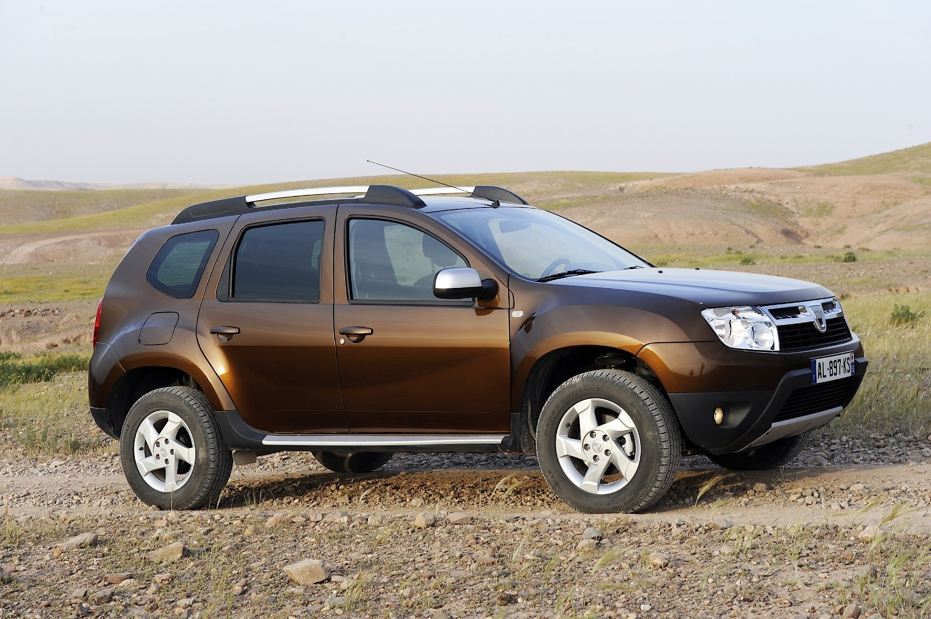 dacia duster specs 2010 2011 2012 2013 autoevolution. Black Bedroom Furniture Sets. Home Design Ideas