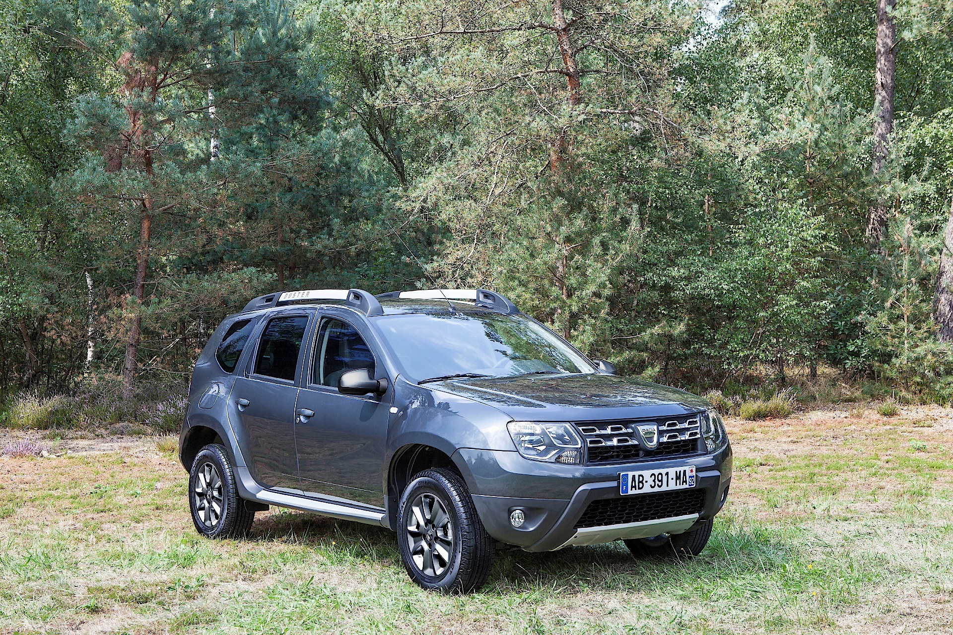 dacia duster specs 2013 2014 2015 2016 2017 autoevolution. Black Bedroom Furniture Sets. Home Design Ideas