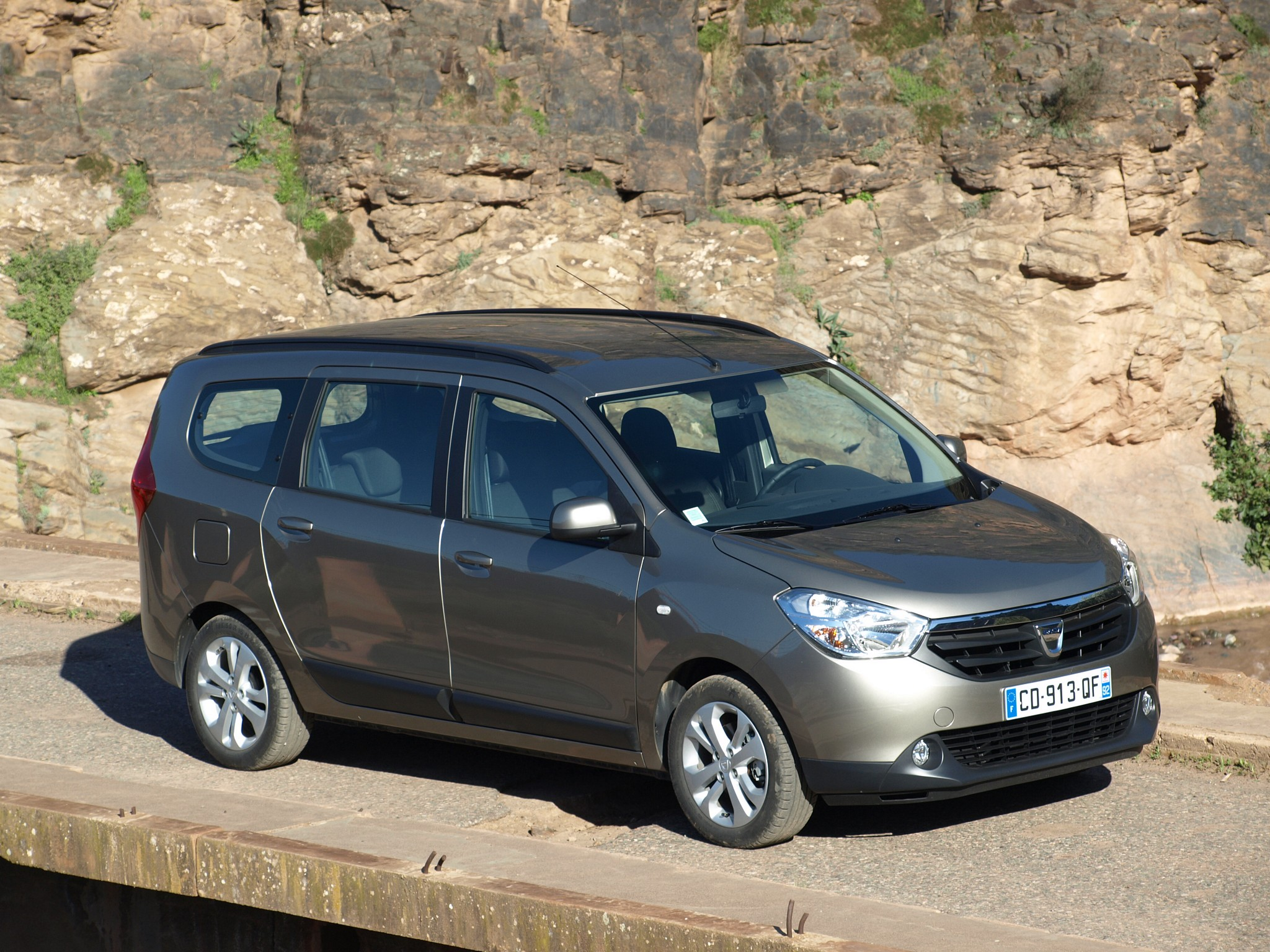 dacia lodgy specs photos 2012 2013 2014 2015 2016 2017 2018 2019 autoevolution. Black Bedroom Furniture Sets. Home Design Ideas