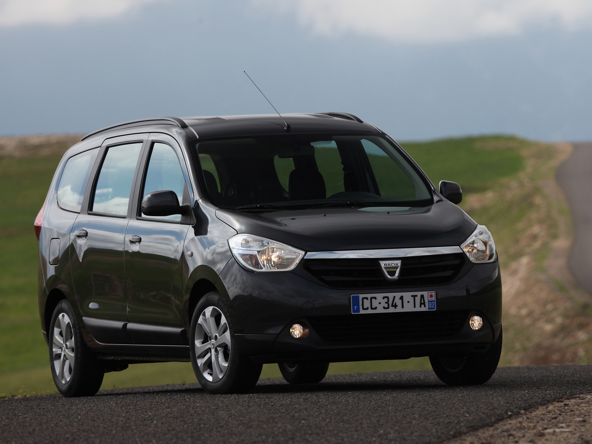 DACIA Lodgy specs & photos - 2012, 2013, 2014, 2015, 2016, 2017, 2018, 2019 - autoevolution