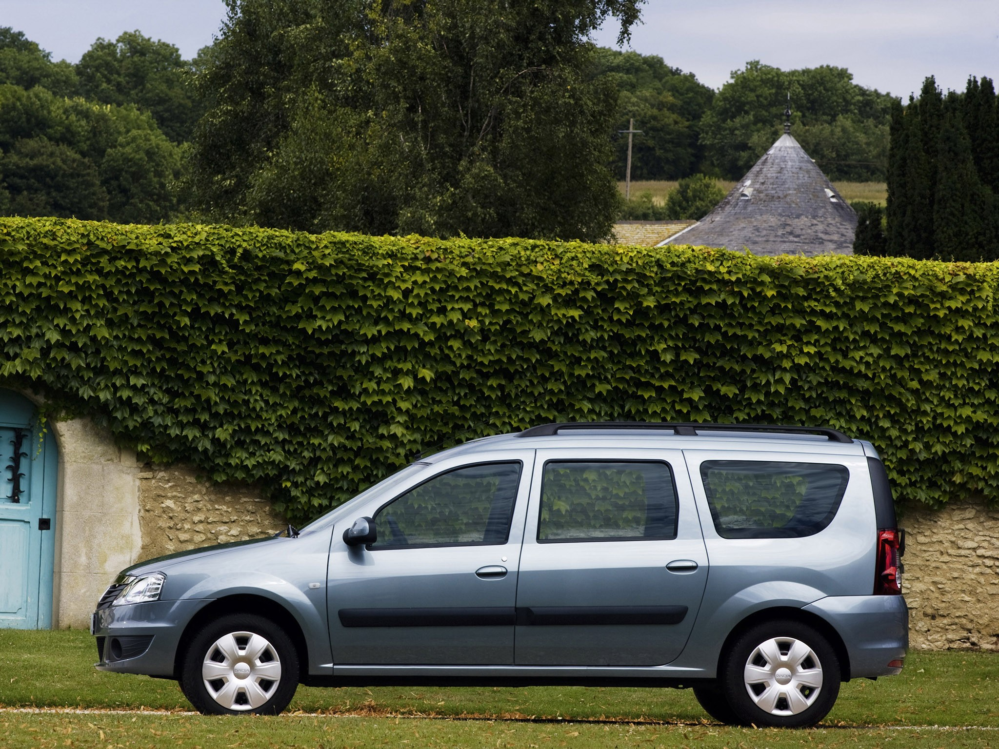 Dacia Logan Mcv Specs Amp Photos 2008 2009 2010 2011
