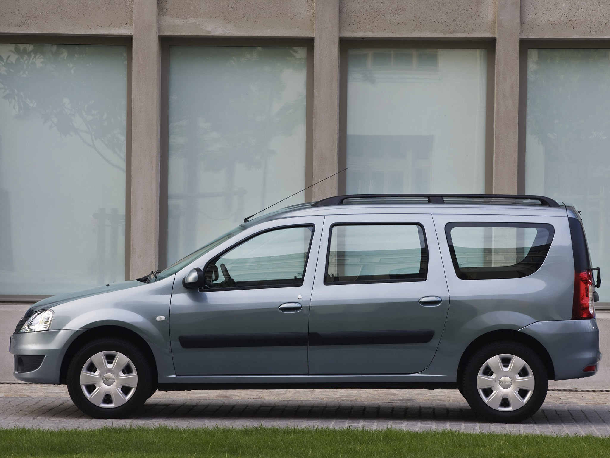 Dacia Sandero Specs >> DACIA Logan MCV specs & photos - 2008, 2009, 2010, 2011, 2012 - autoevolution