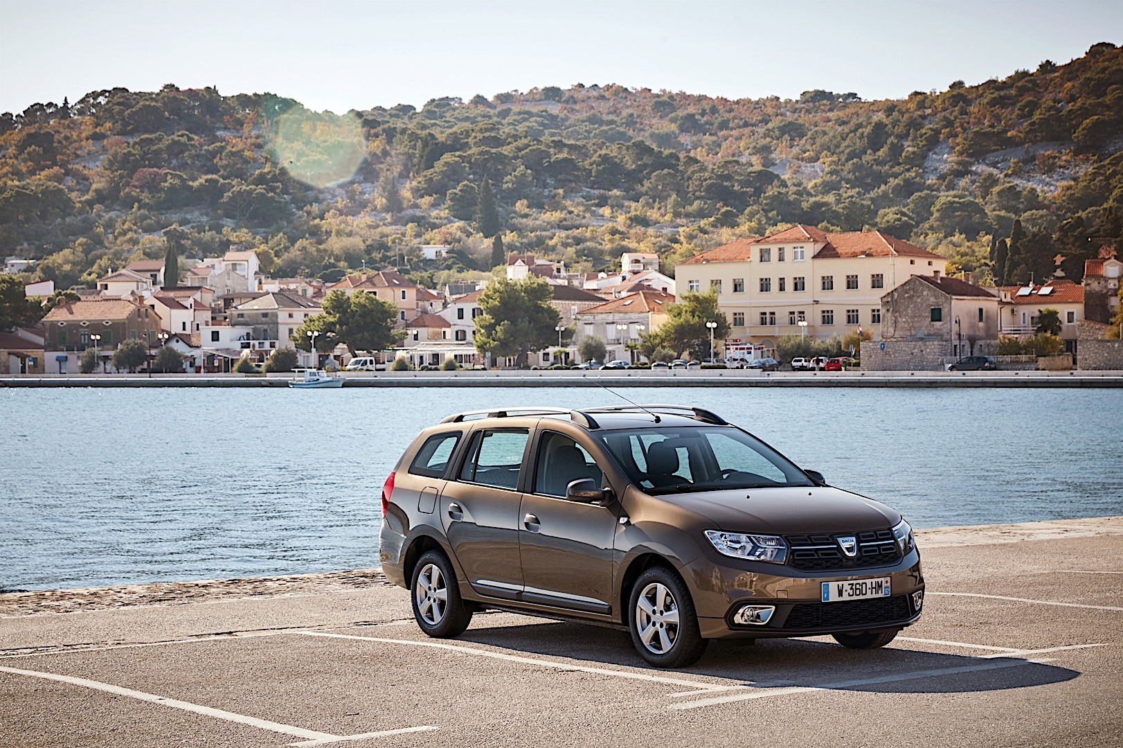 dacia logan mcv specs 2016 2017 2018 autoevolution. Black Bedroom Furniture Sets. Home Design Ideas