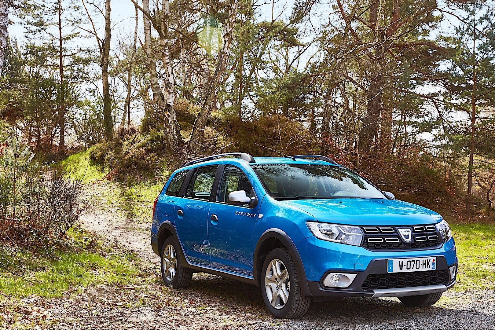 dacia logan mcv stepway specs 2017 2018 autoevolution. Black Bedroom Furniture Sets. Home Design Ideas