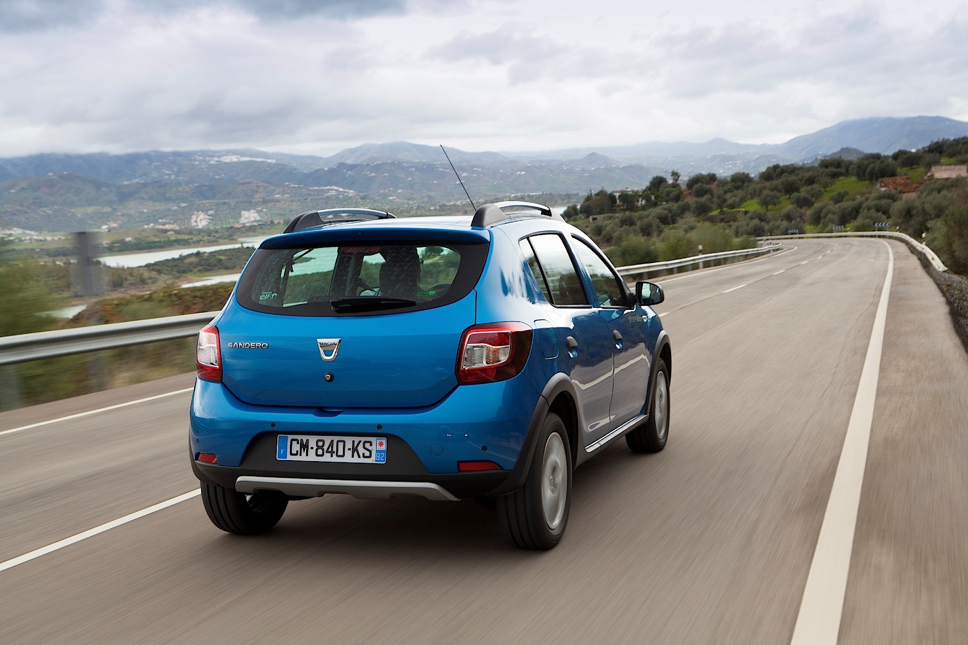 dacia sandero stepway 2 2012 2013 2014 2015 2016 2017 autoevolution. Black Bedroom Furniture Sets. Home Design Ideas