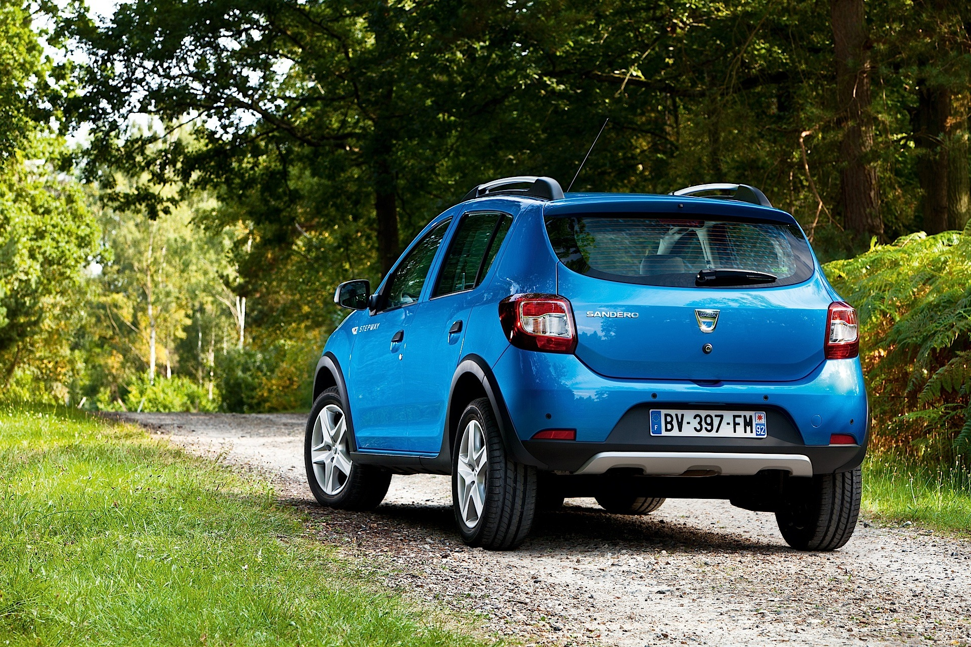 dacia sandero stepway 2 specs photos 2012 2013 2014. Black Bedroom Furniture Sets. Home Design Ideas