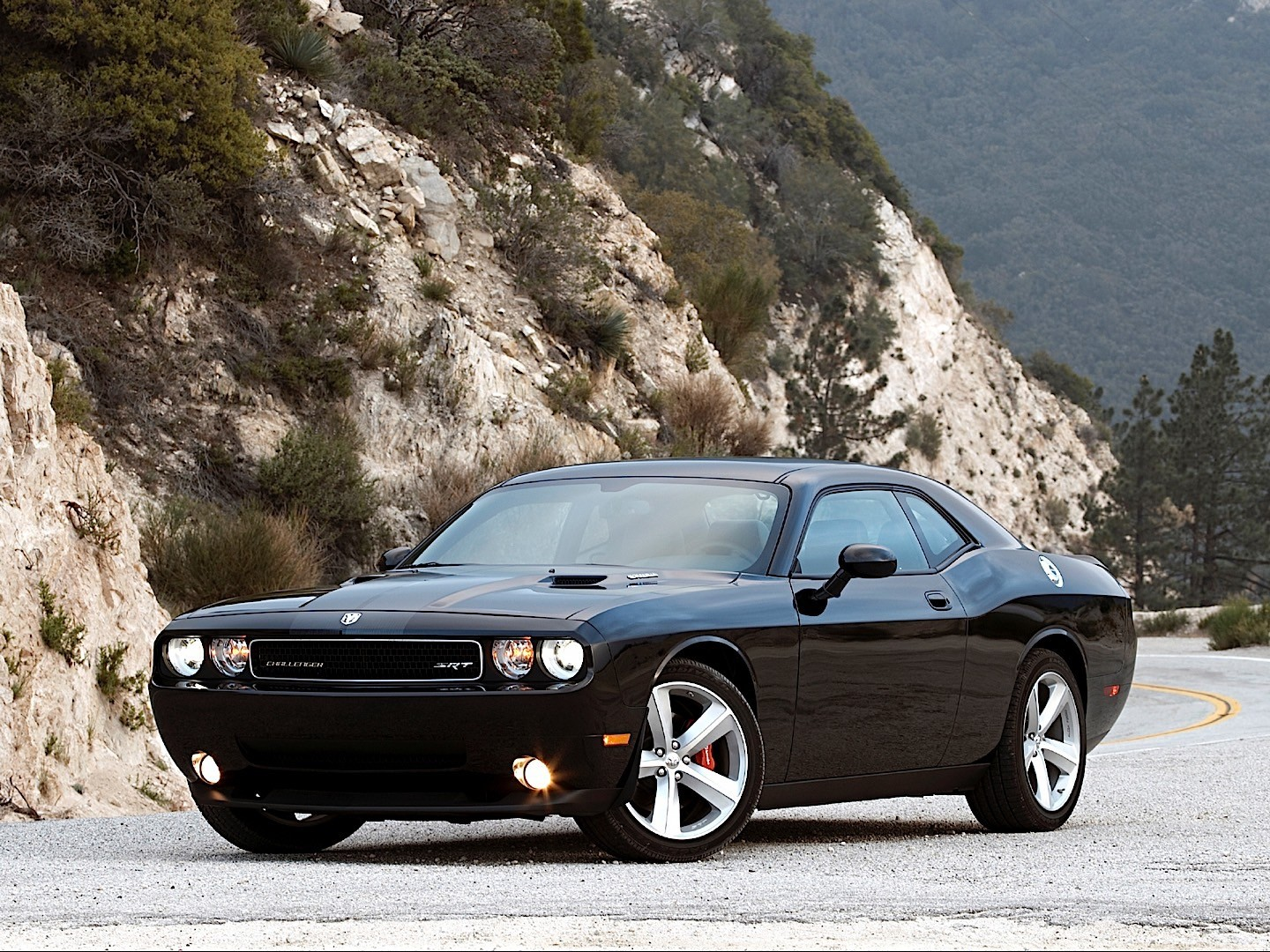 Dodge Challenger Srt8 Specs Amp Photos 2008 2009 2010