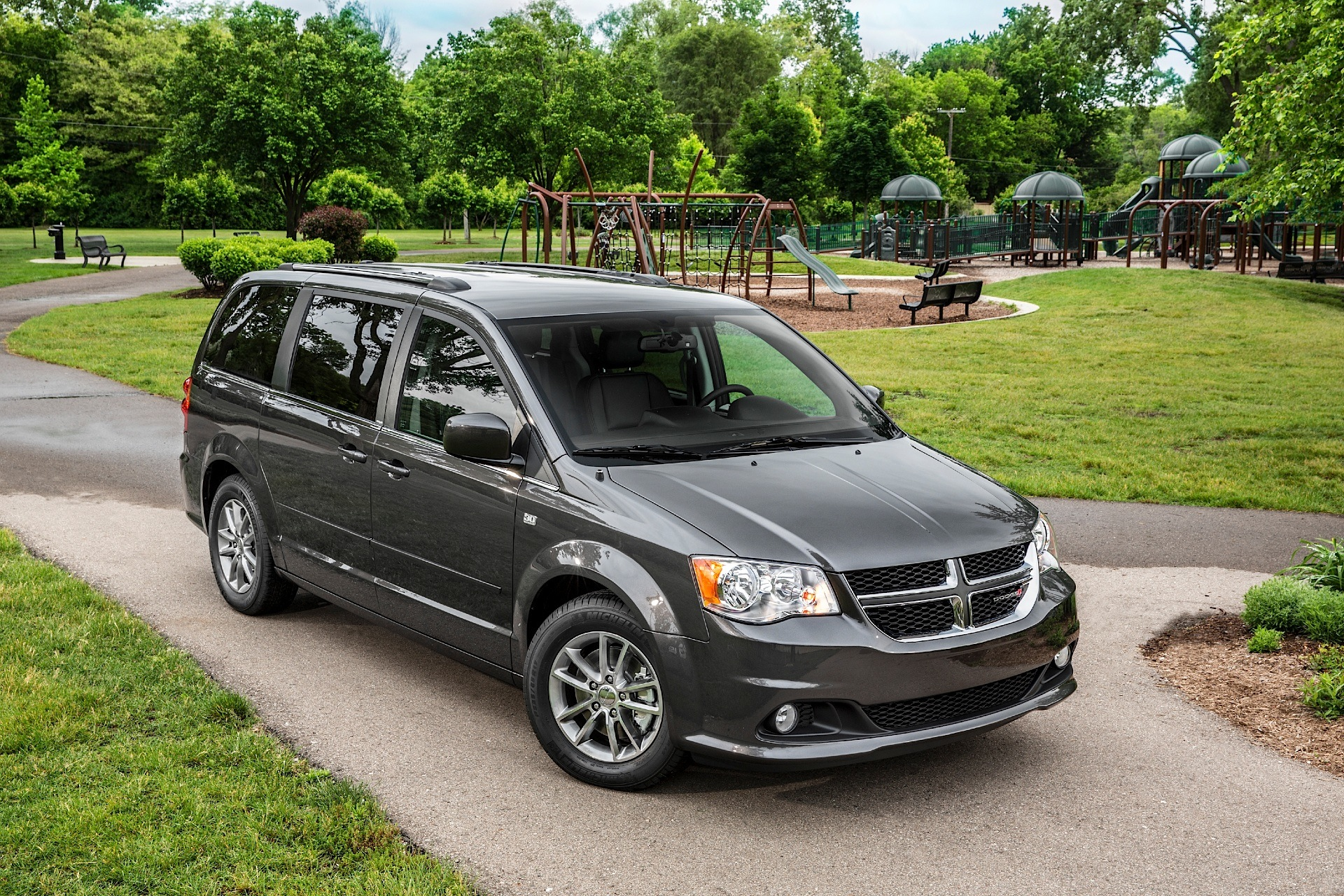 Dodge Grand Caravan Specs Amp Photos 2008 2009 2010
