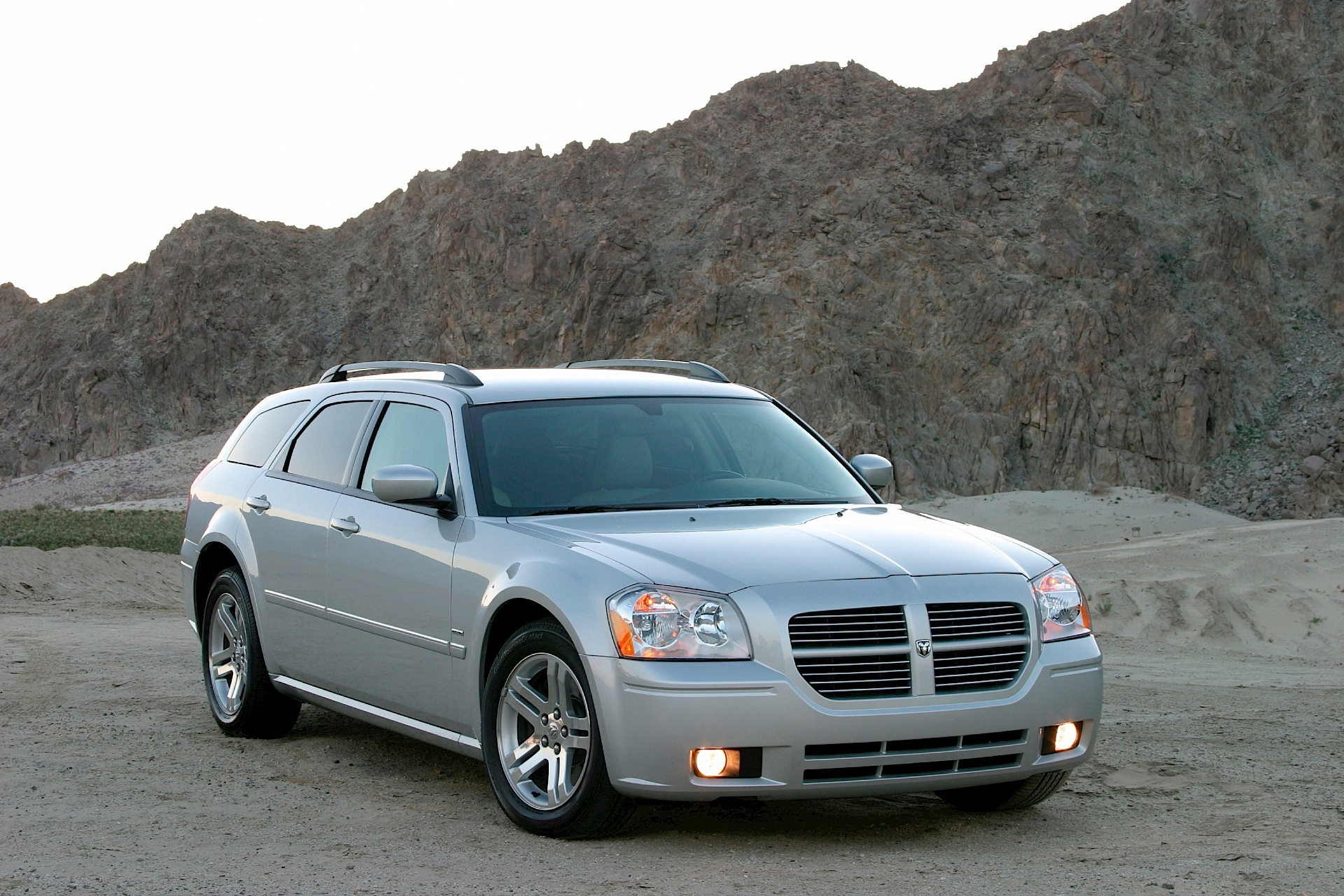 Dodge Magnum Specs Amp Photos 2007 2008 Autoevolution