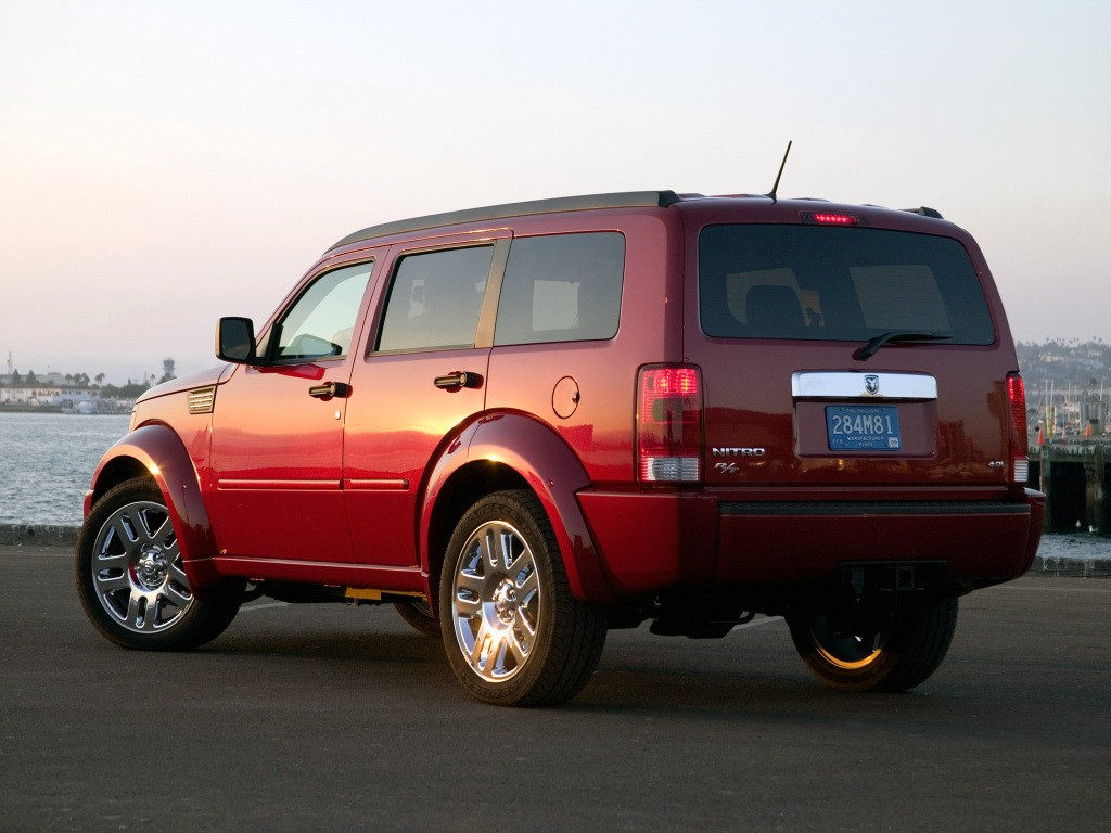 Dodge Nitro on Jeep Cherokee 2 8 2010 Specs And Images