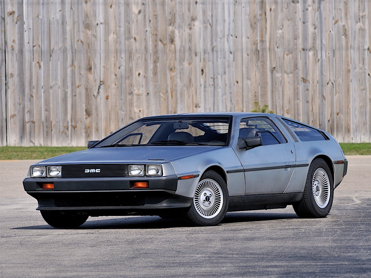 Delorean Dmc 12 Specs Amp Photos 1981 1982 1983