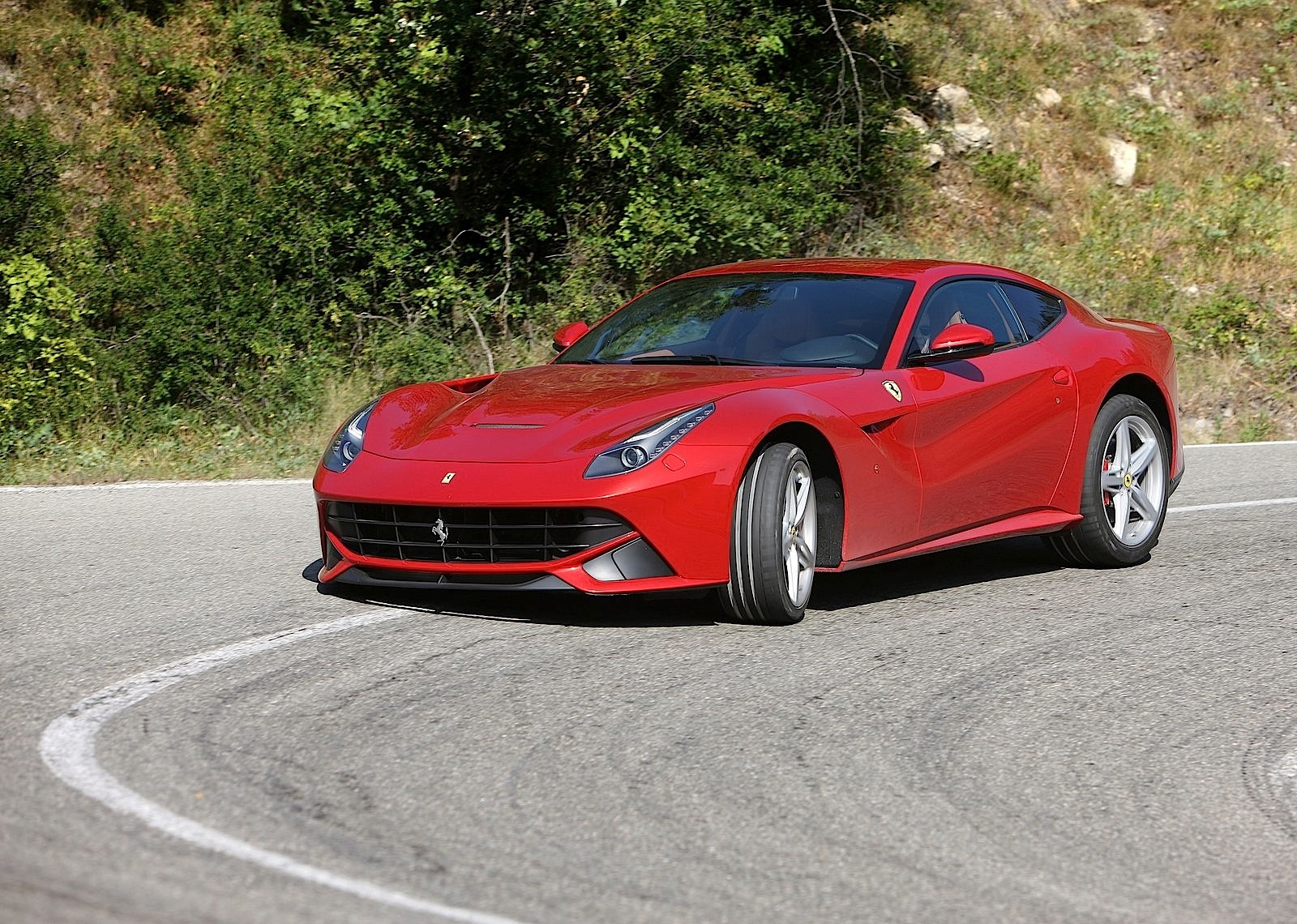 ferrari f12 berlinetta 2012 2013 2014 2015 autoevolution. Black Bedroom Furniture Sets. Home Design Ideas
