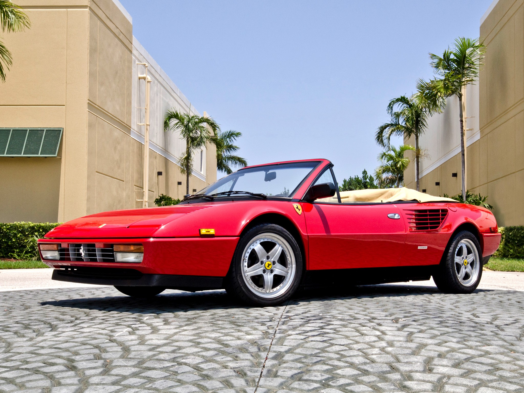 ferrari mondial 3 2 cabriolet quattrovalvole 1985 1989. Black Bedroom Furniture Sets. Home Design Ideas