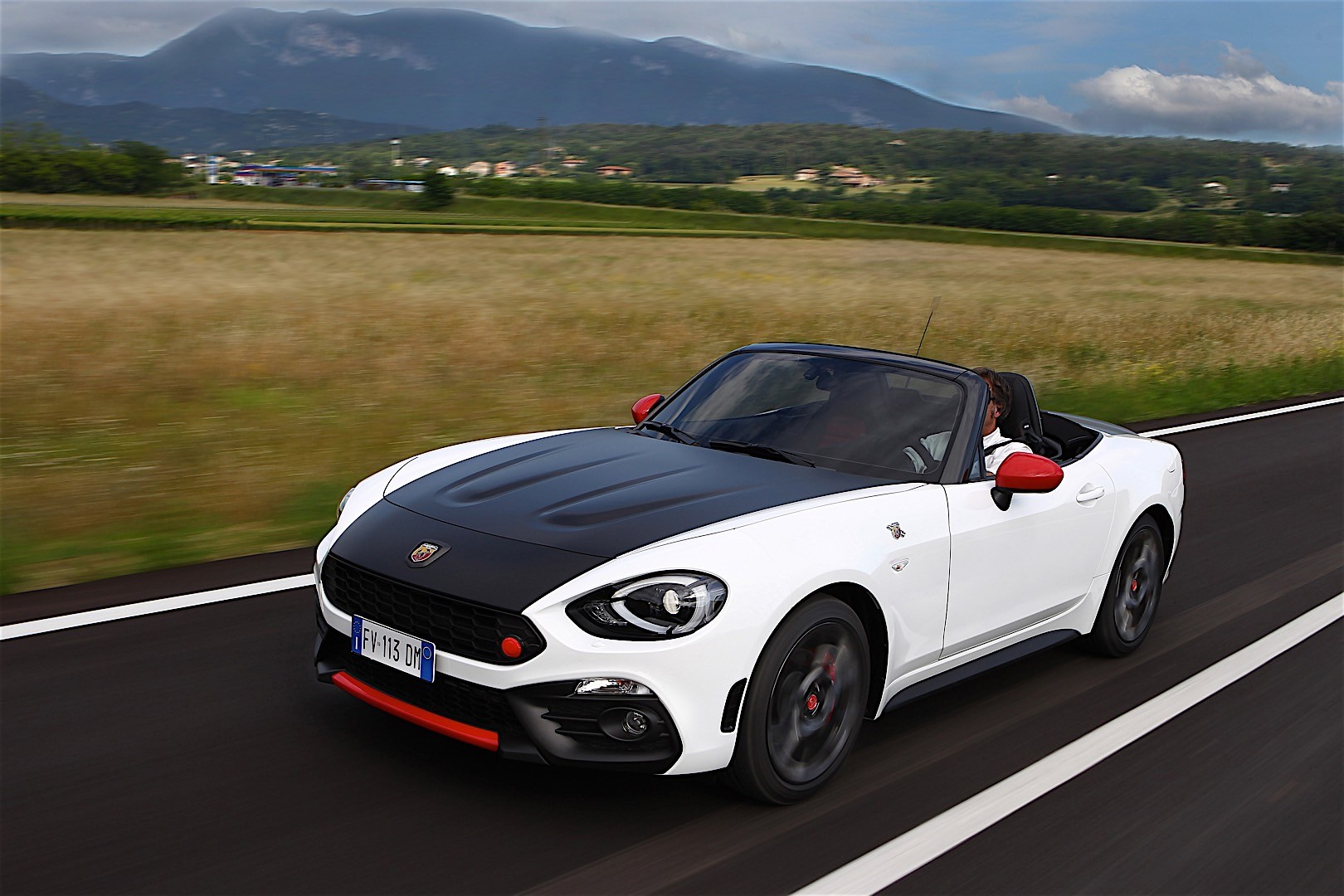 FIAT 124 Abarth Spider specs & photos - 2017, 2018, 2019 ...