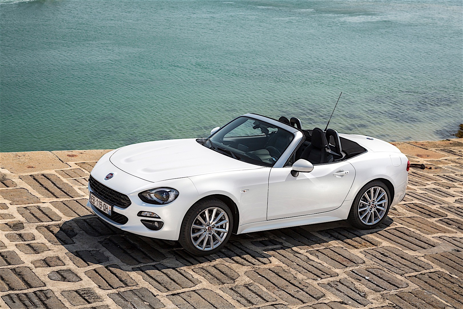 fiat 124 spider 2016 autoevolution. Black Bedroom Furniture Sets. Home Design Ideas