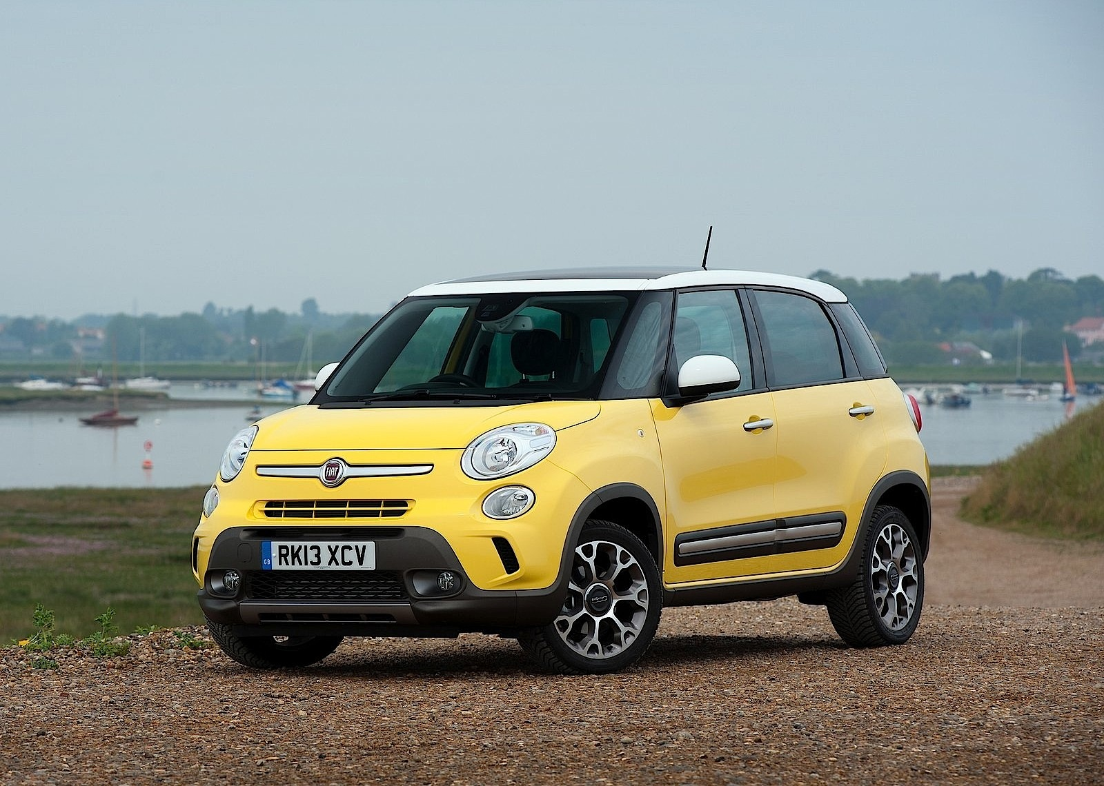 fiat 500l trekking specs 2013 2014 2015 2016 2017 autoevolution. Black Bedroom Furniture Sets. Home Design Ideas