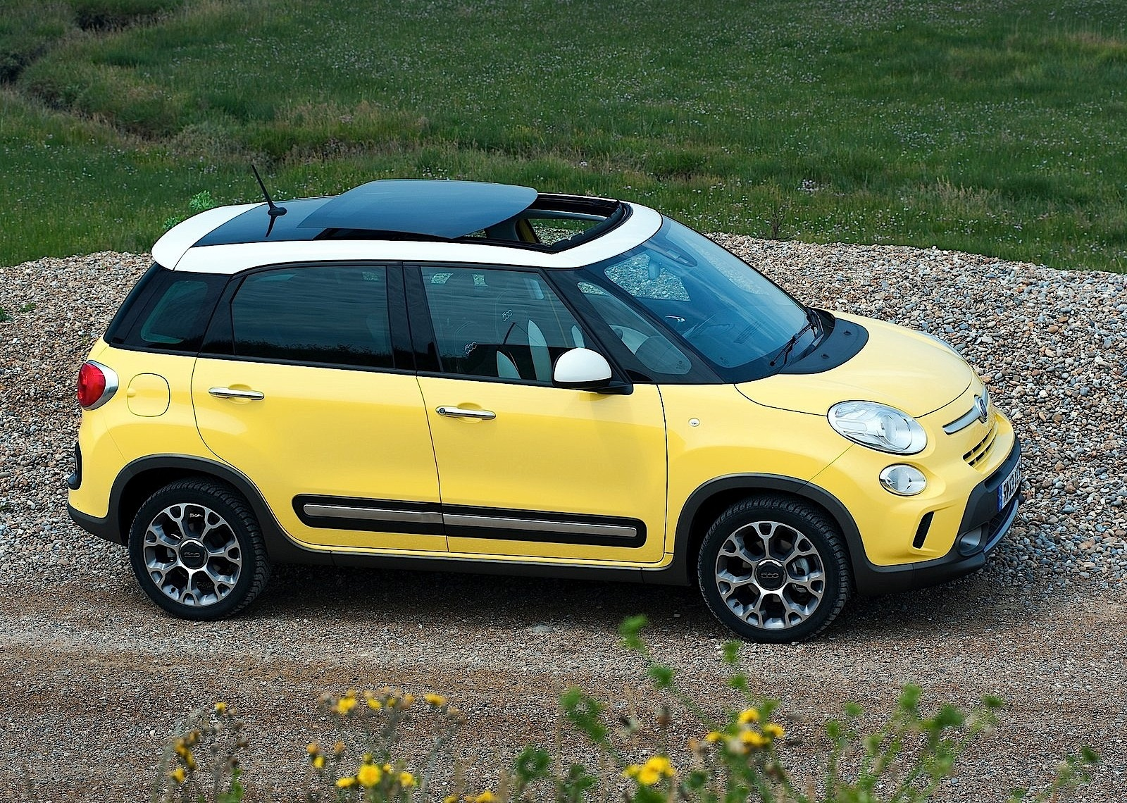 fiat 500l trekking 2013 2014 2015 2016 autoevolution. Black Bedroom Furniture Sets. Home Design Ideas