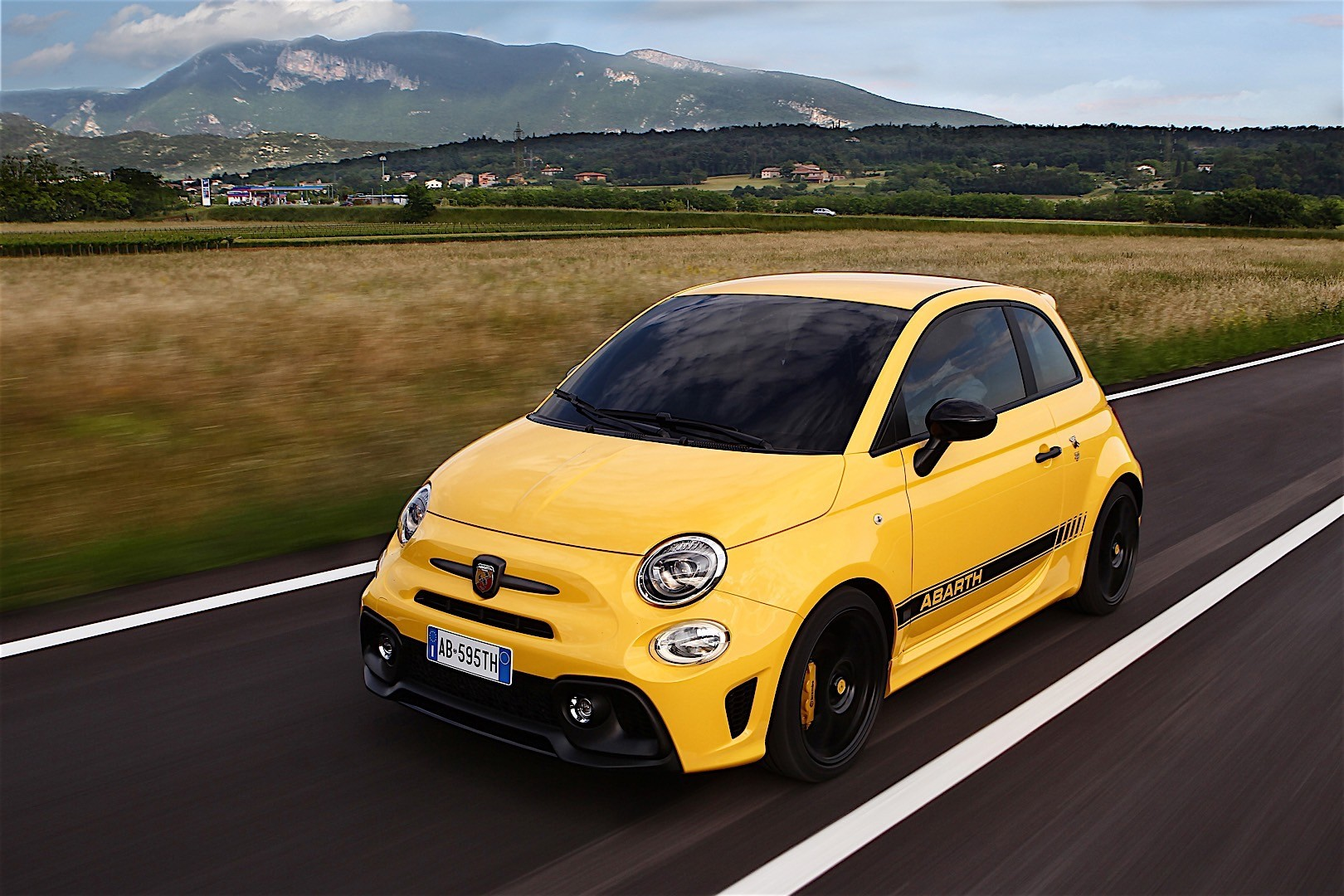 Fiat 595 Abarth 2016 2017 Autoevolution