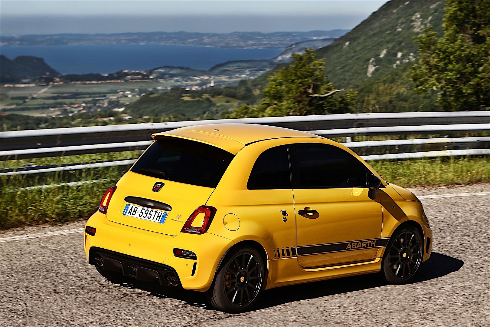 fiat 595 abarth specs 2016 2017 2018 autoevolution. Black Bedroom Furniture Sets. Home Design Ideas