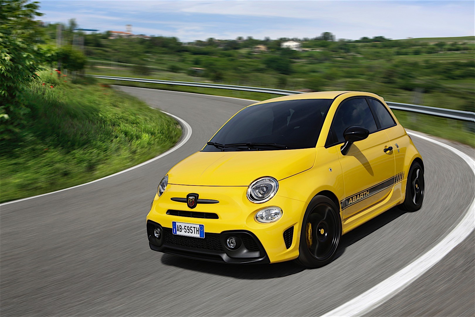 Fiat 595 Abarth Specs Amp Photos 2016 2017 2018