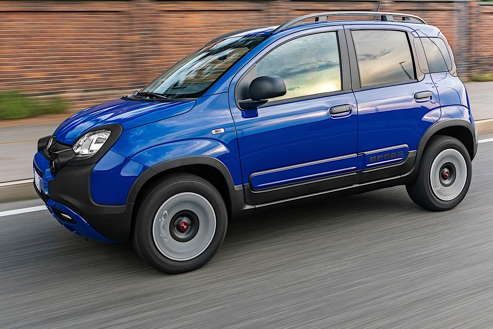 FIAT Panda City Cross specs & photos - 2017, 2018, 2019 ...