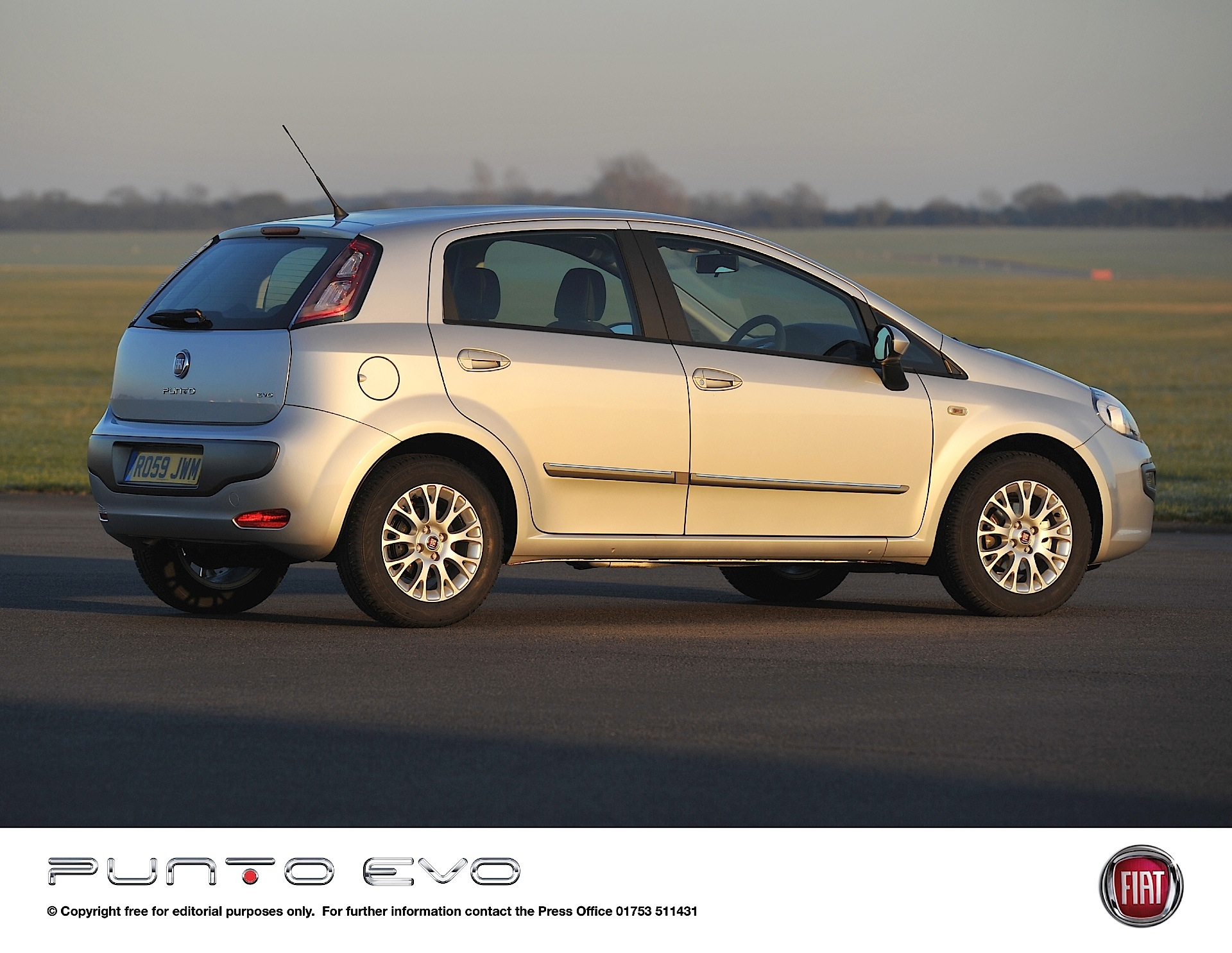 fiat punto evo 5 doors specs 2009 2010 2011 2012 autoevolution. Black Bedroom Furniture Sets. Home Design Ideas
