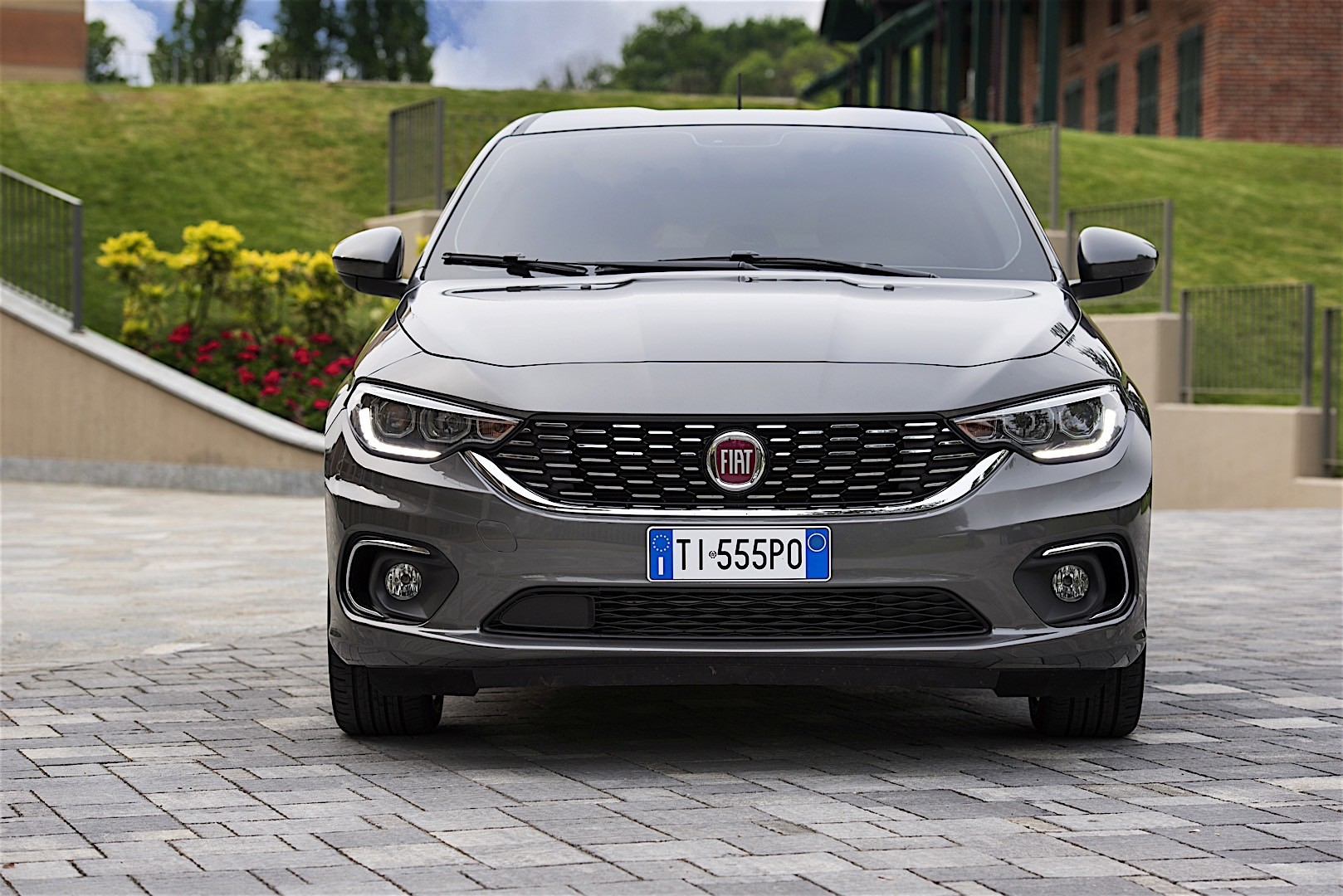 Fiat Tipo 5 Doors Specs Amp Photos 2016 2017 2018 2019