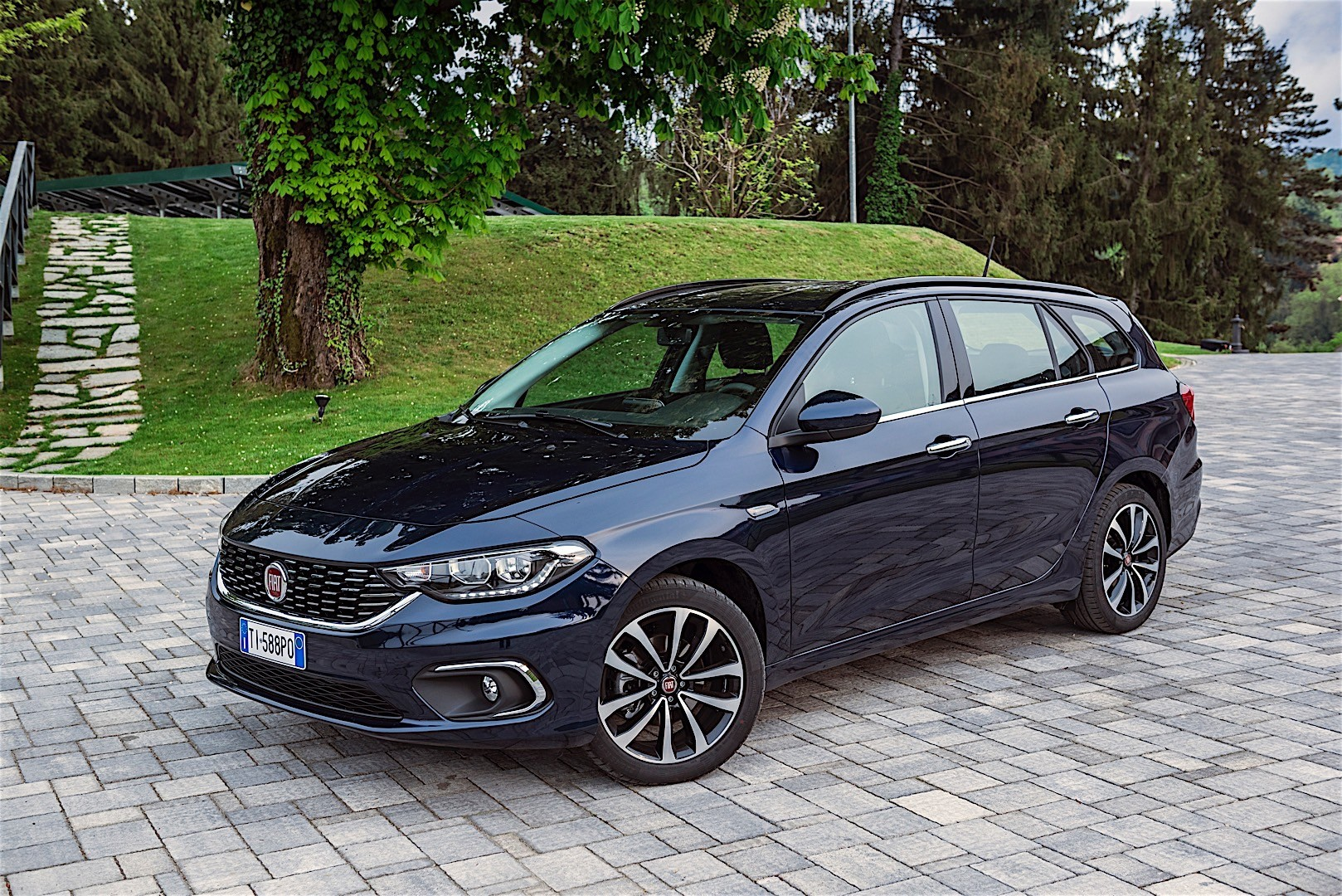 fiat tipo station wagon 2016 autoevolution. Black Bedroom Furniture Sets. Home Design Ideas