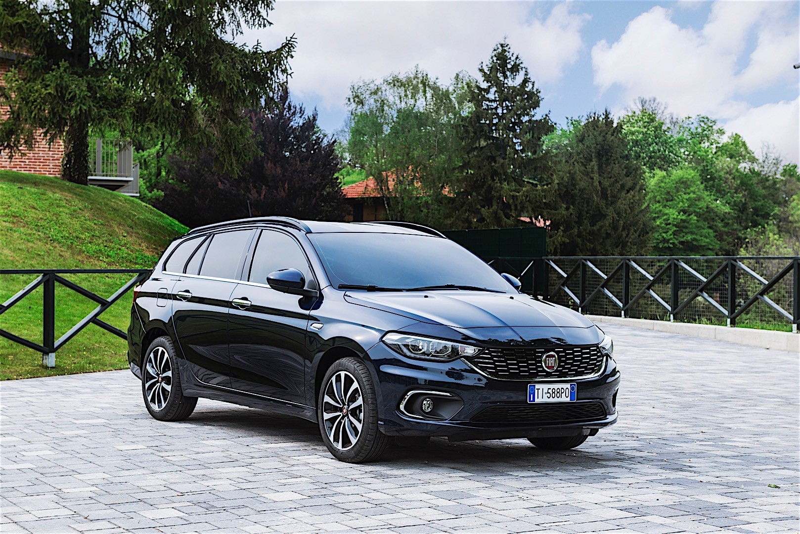 fiat tipo station wagon specs 2016 2017 2018 autoevolution. Black Bedroom Furniture Sets. Home Design Ideas
