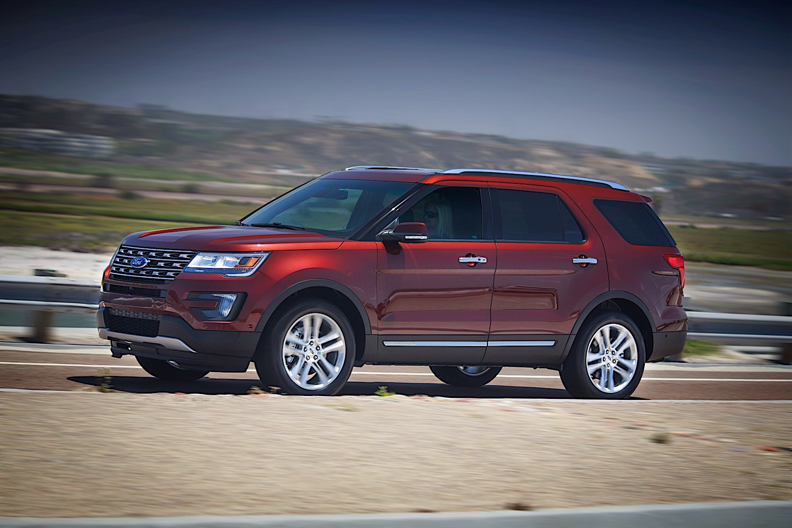 ford explorer jeep autoevolution cherokee grand vs