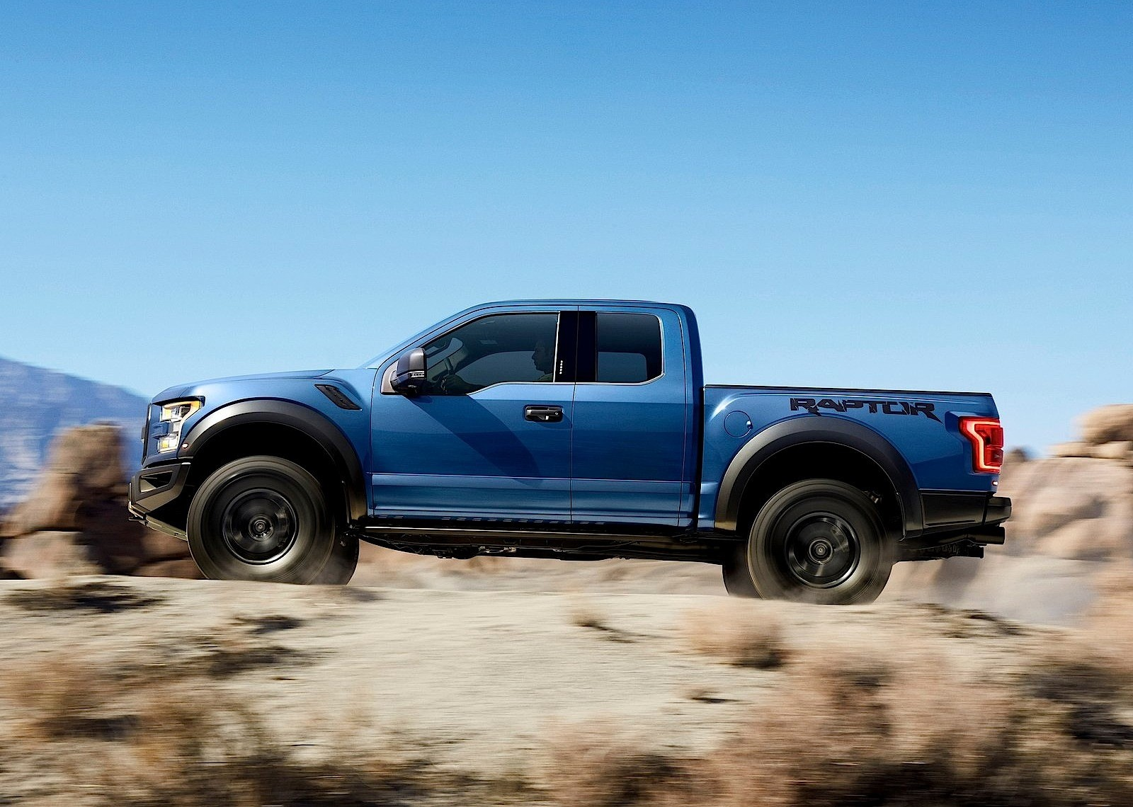ford f 150 svt raptor specs photos 2017 2018 2019 autoevolution. Black Bedroom Furniture Sets. Home Design Ideas