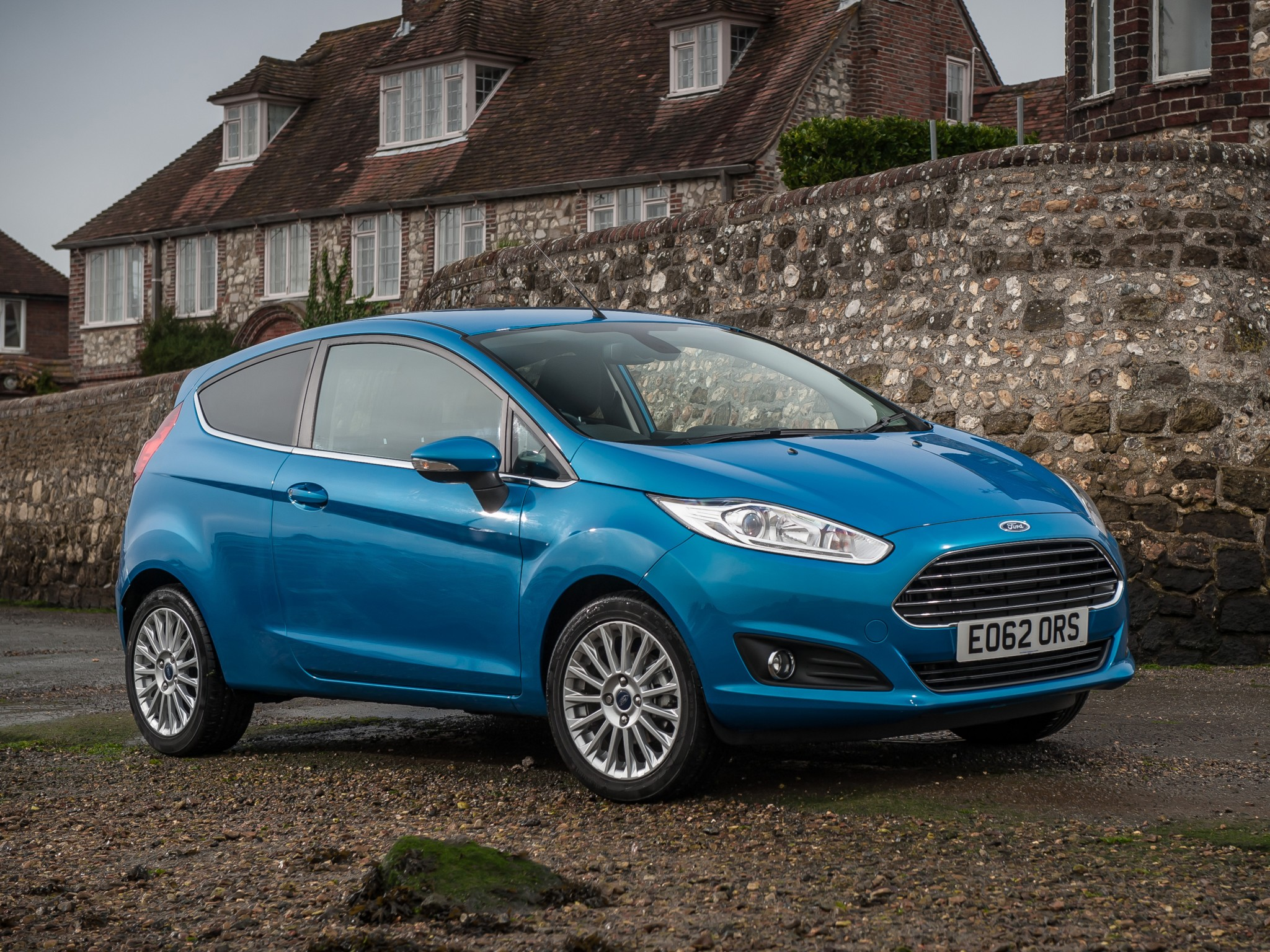ford fiesta 3 doors specs 2013 2014 2015 2016 2017 autoevolution. Black Bedroom Furniture Sets. Home Design Ideas