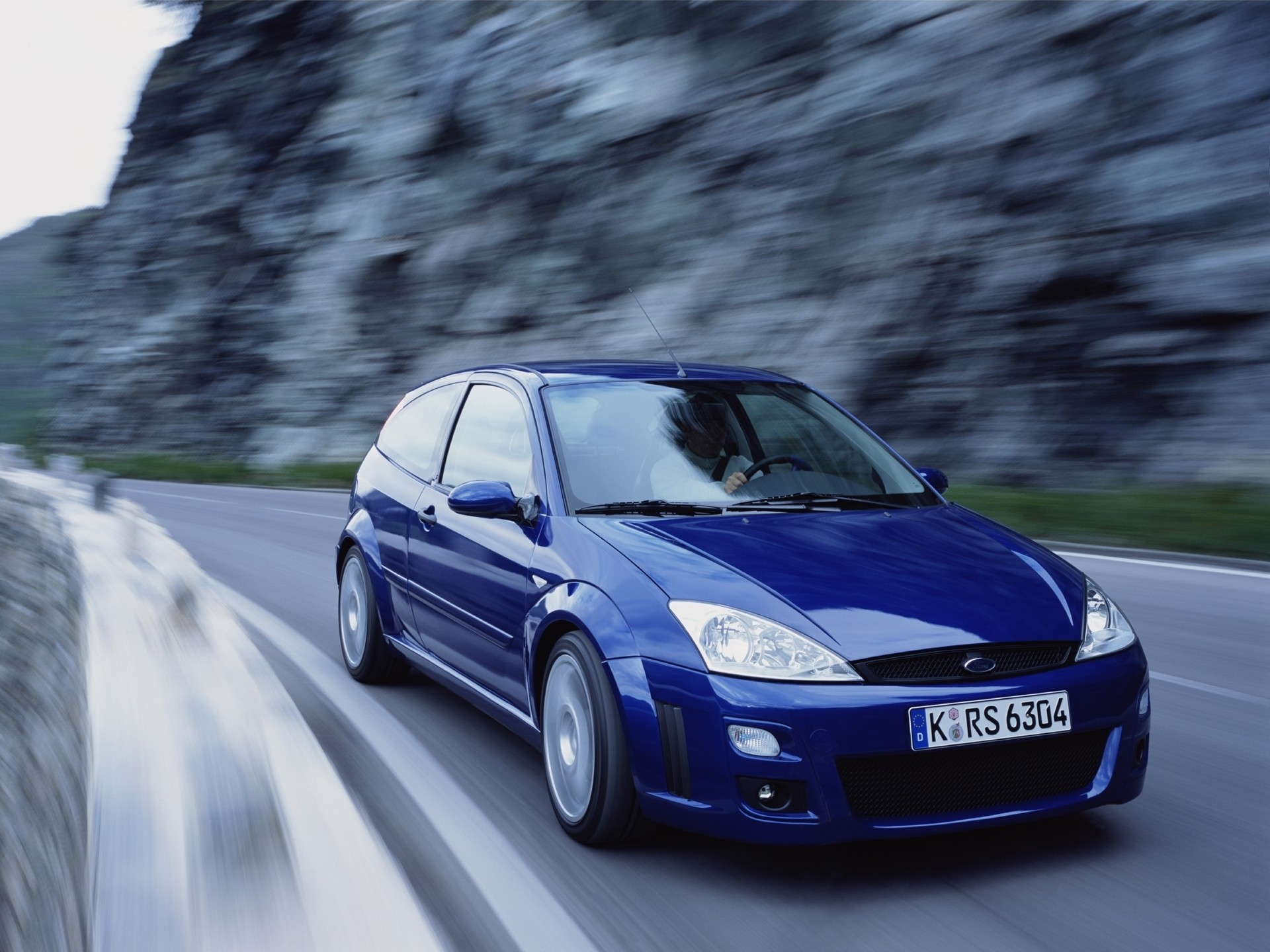 Focus Rs Hp >> FORD Focus RS specs & photos - 2002, 2003 - autoevolution