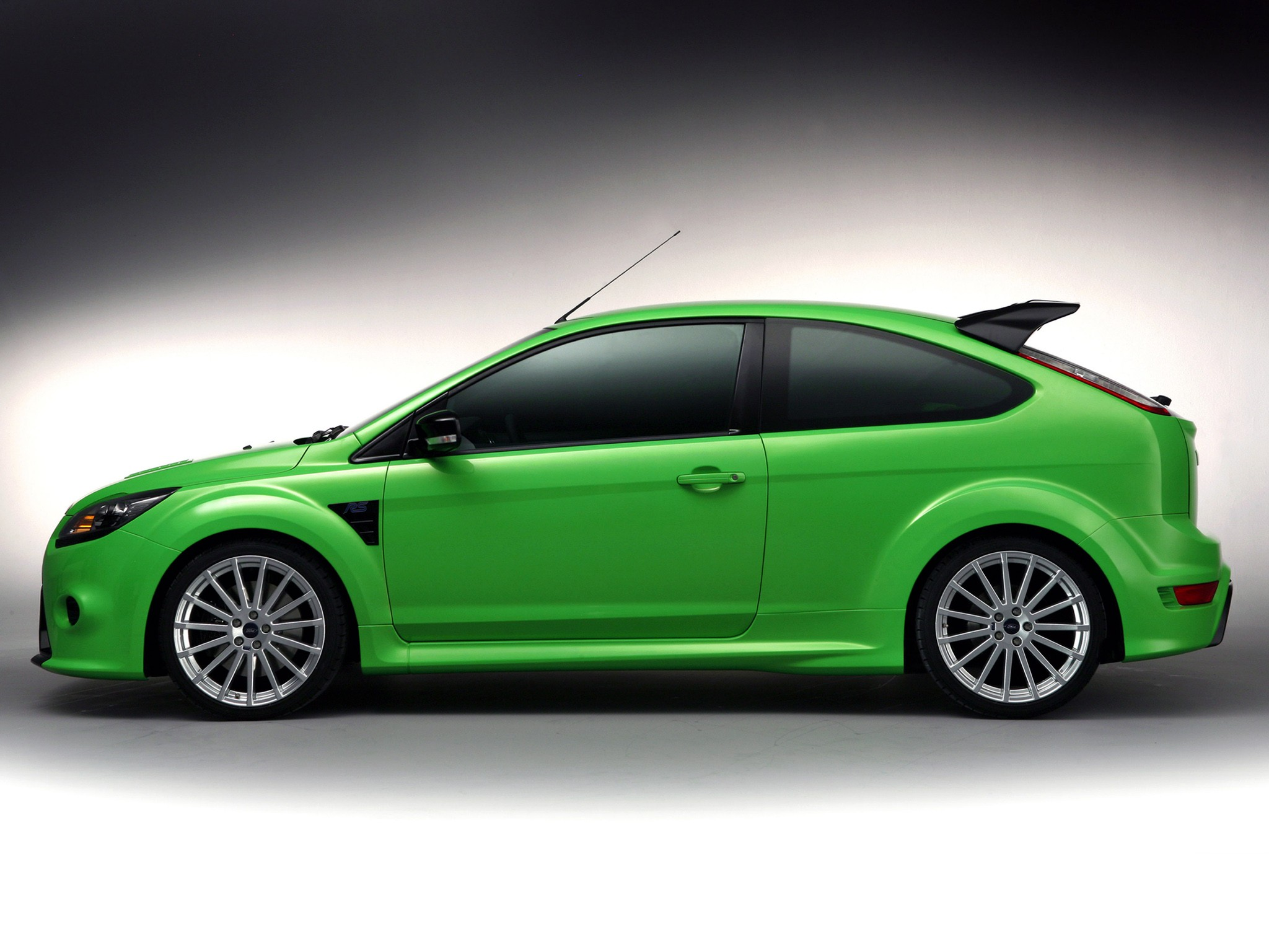 ford focus rs specs 2008 2009 2010 2011 autoevolution. Black Bedroom Furniture Sets. Home Design Ideas