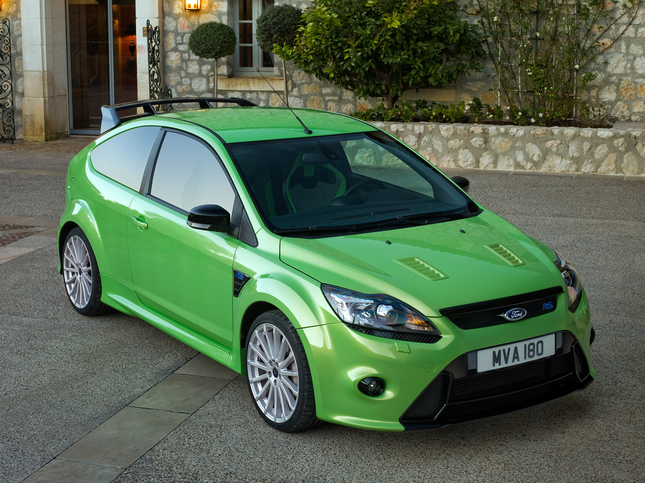 Ford Focus Rs Specs Amp Photos 2008 2009 2010 2011