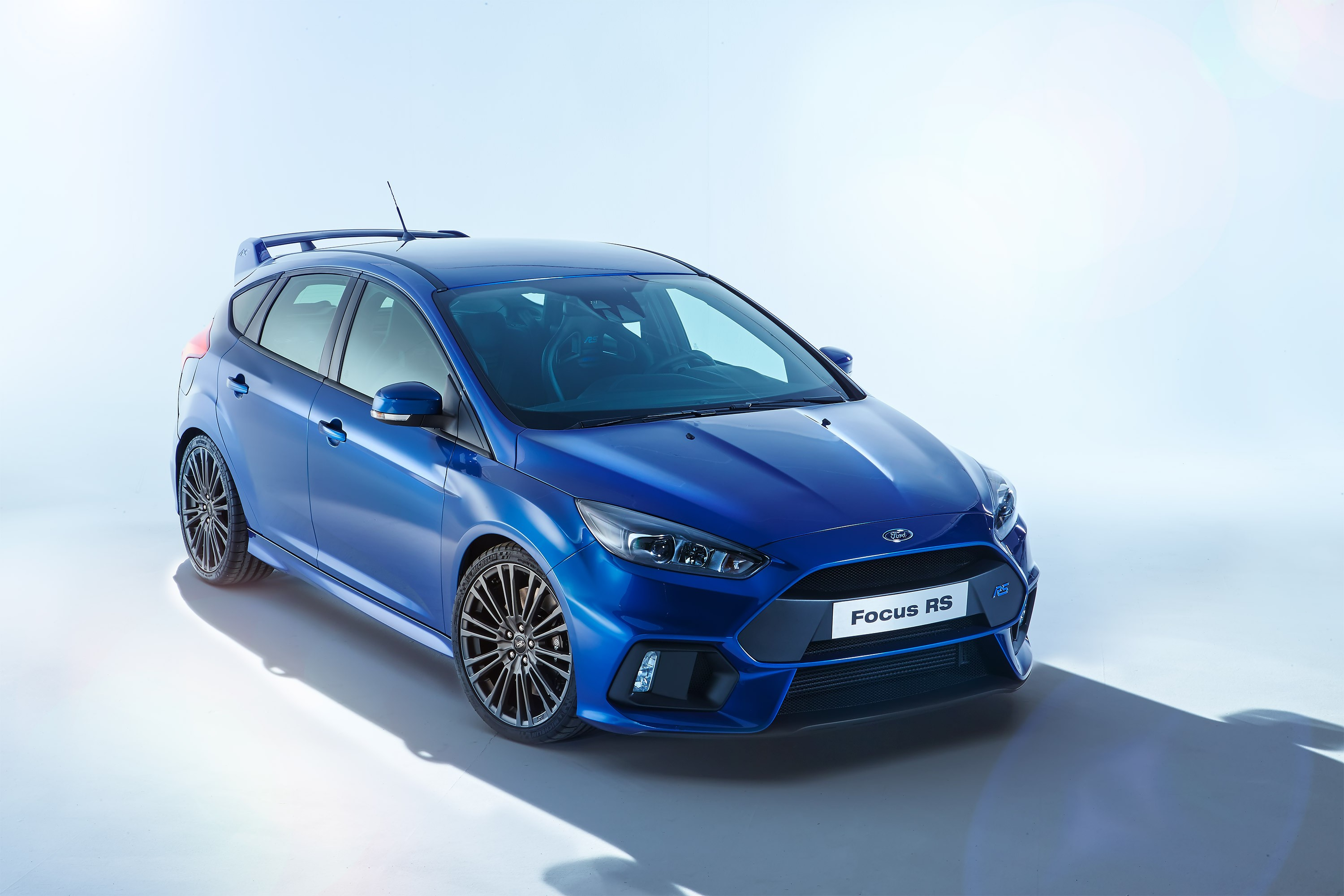 ford focus rs specs 2016 2017 2018 autoevolution. Black Bedroom Furniture Sets. Home Design Ideas