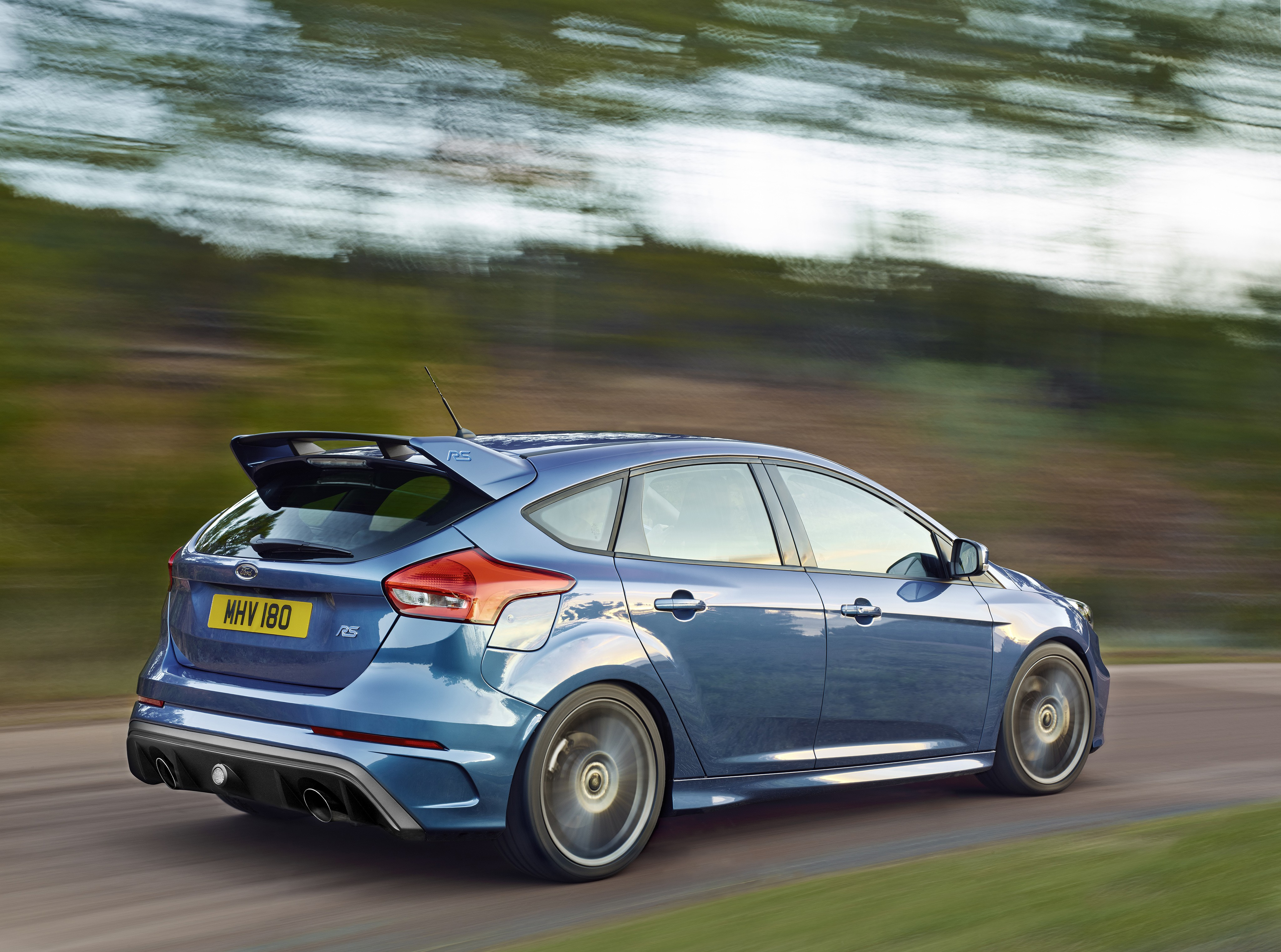 FORD Focus RS specs & photos - 2016, 2017, 2018, 2019 ...