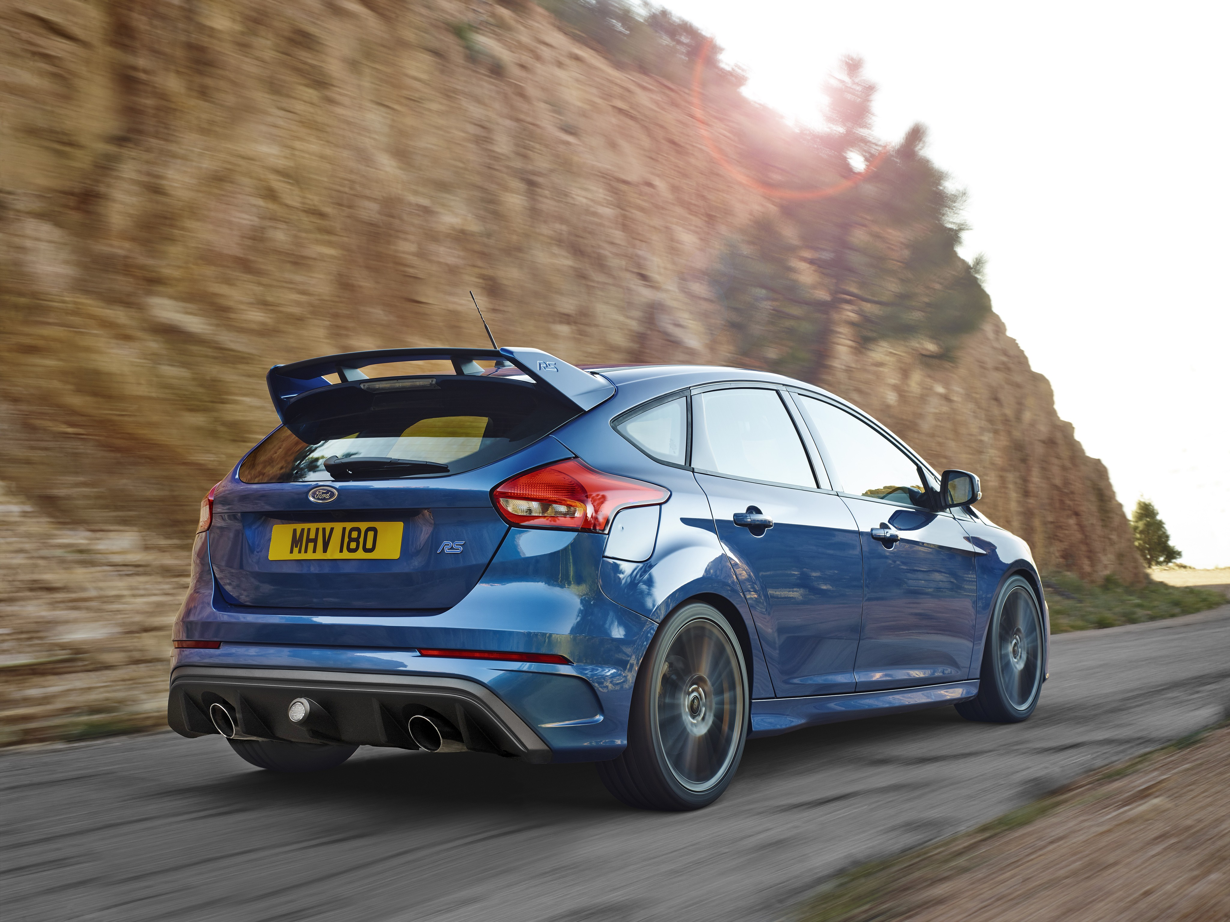 ford focus rs specs   photos 2016  2017  2018  2019 ford focus rs 2016 specifications 2016 ford focus rs performance specs