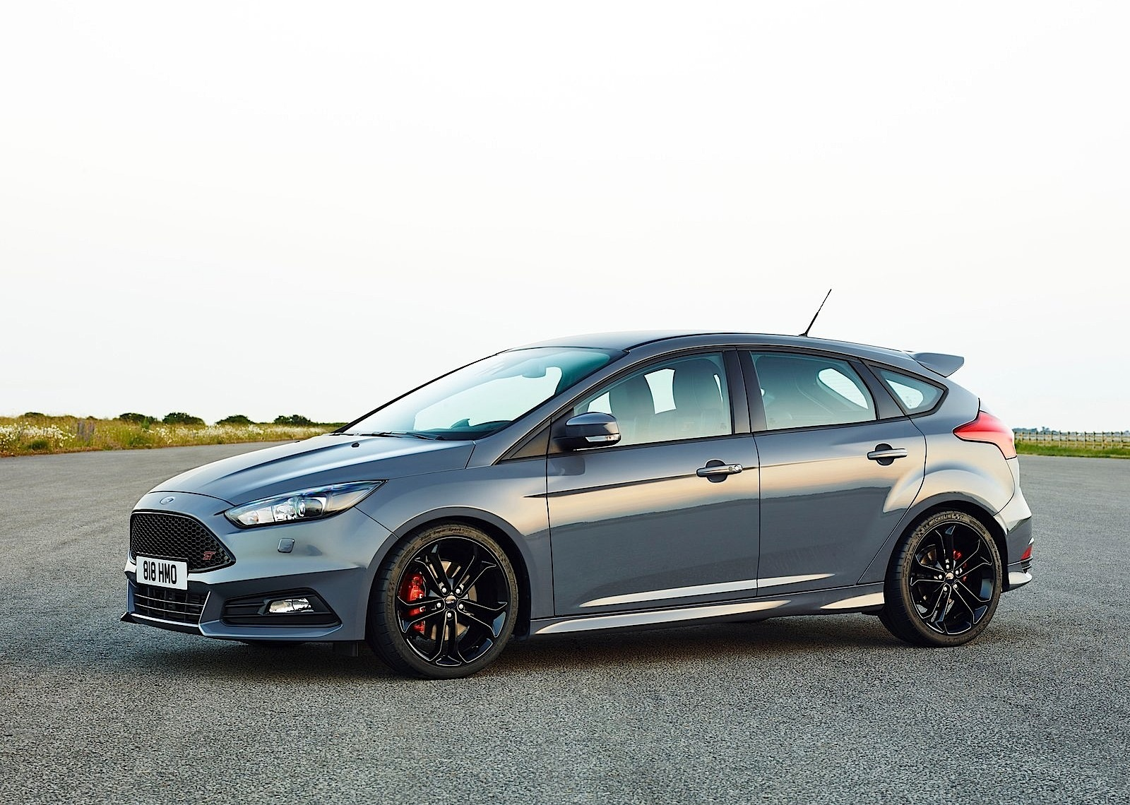 ford focus st 5 doors specs 2014 2015 2016 2017 2018 autoevolution. Black Bedroom Furniture Sets. Home Design Ideas