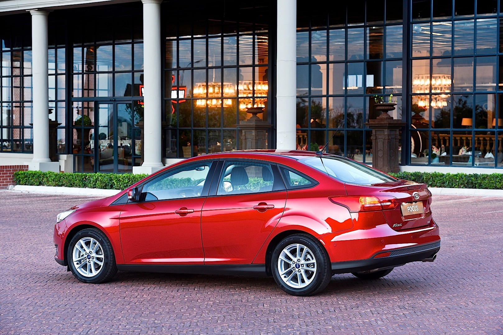 ford focus sedan 2014 present